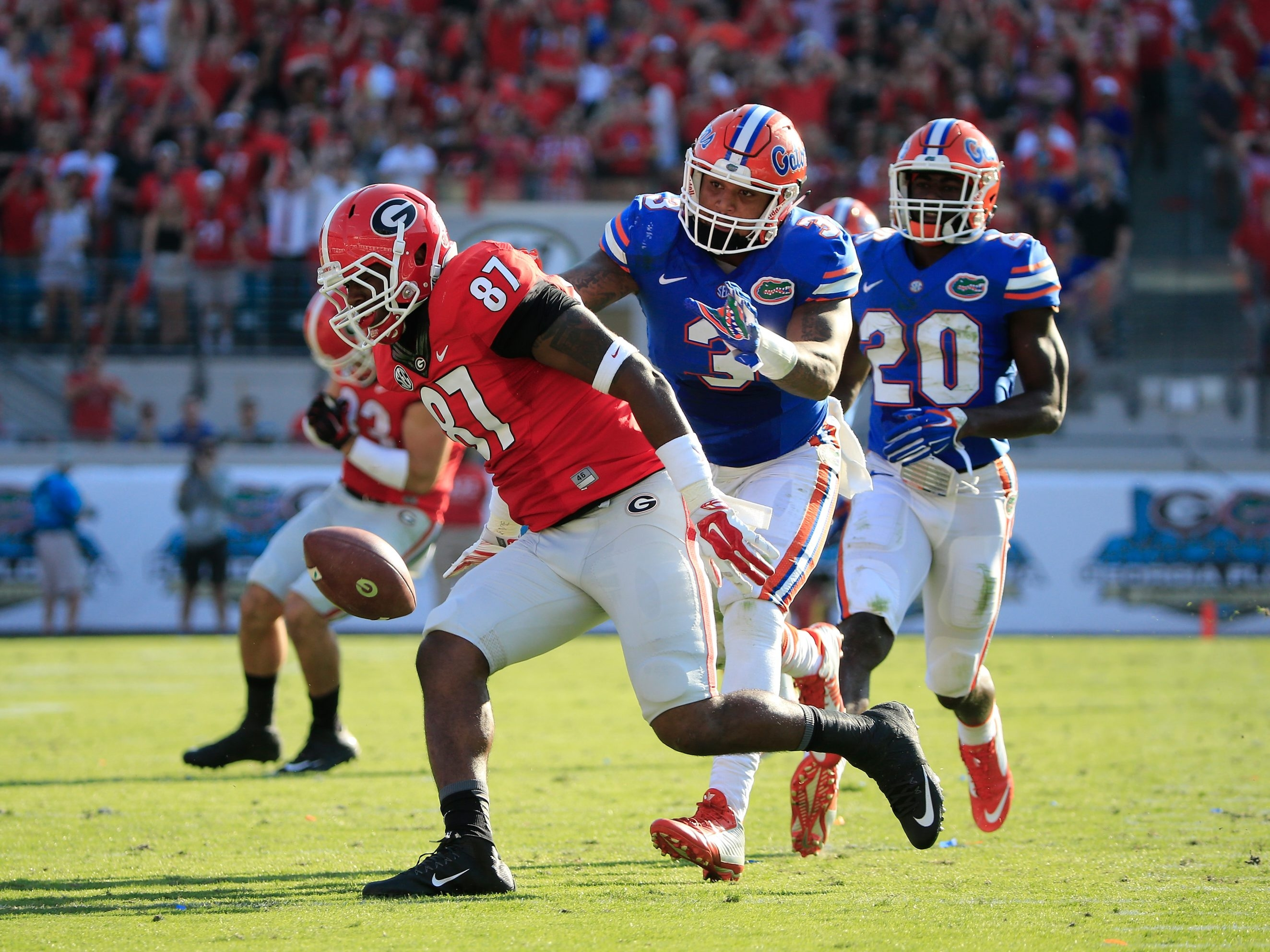 Georgia Bulldogs tight end Jay Rome (87) tries a reception against Florida Gators linebacker Antonio Morrison (3) at EverBank Field on Oct. 31 in Jacksonville, Fla.