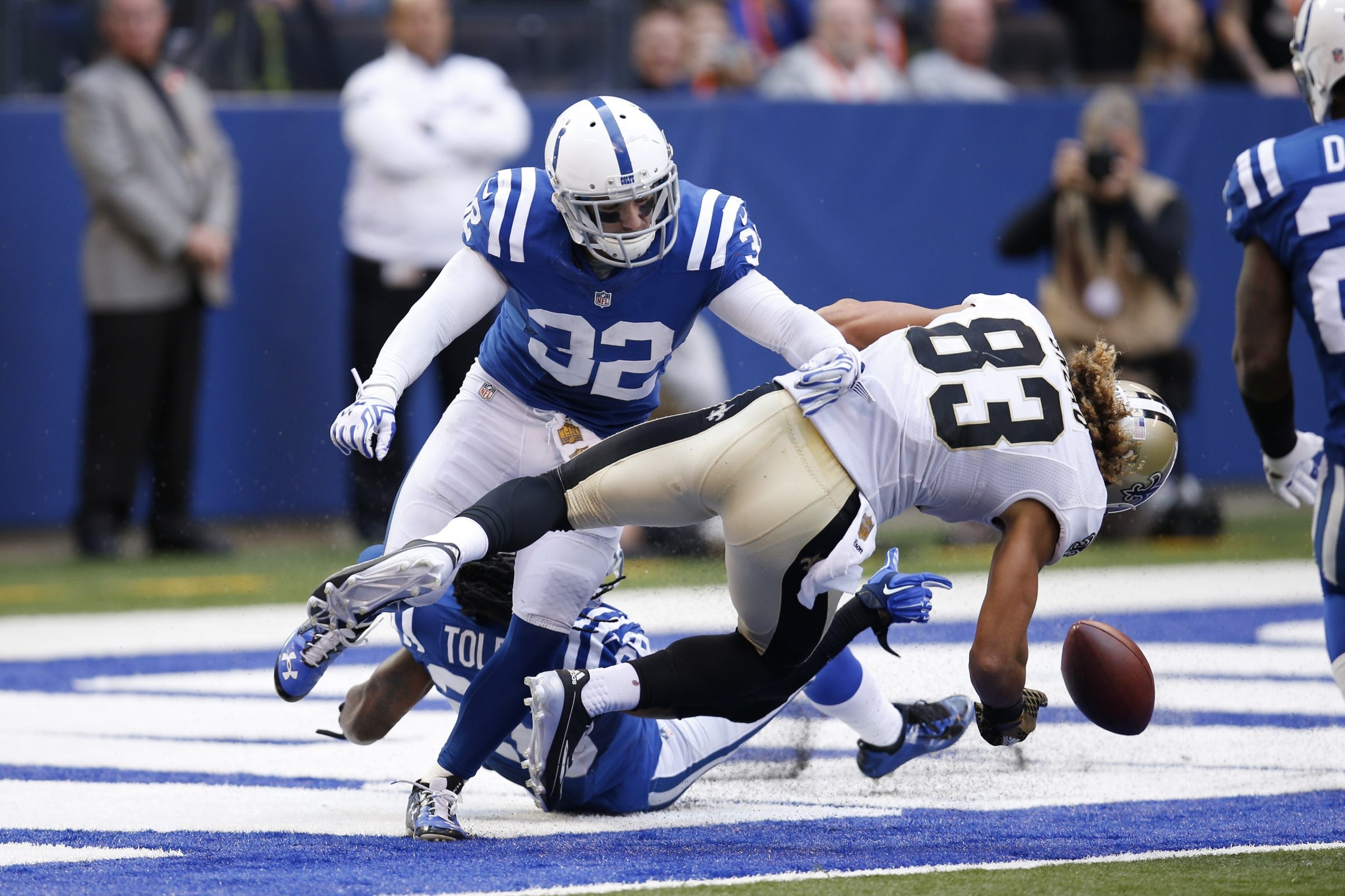 Colt Anderson (32) of the Indianapolis Colts defends a pass against Willie Snead (83) of the New Orleans Saints. Anderson joined the Bills in 2016.