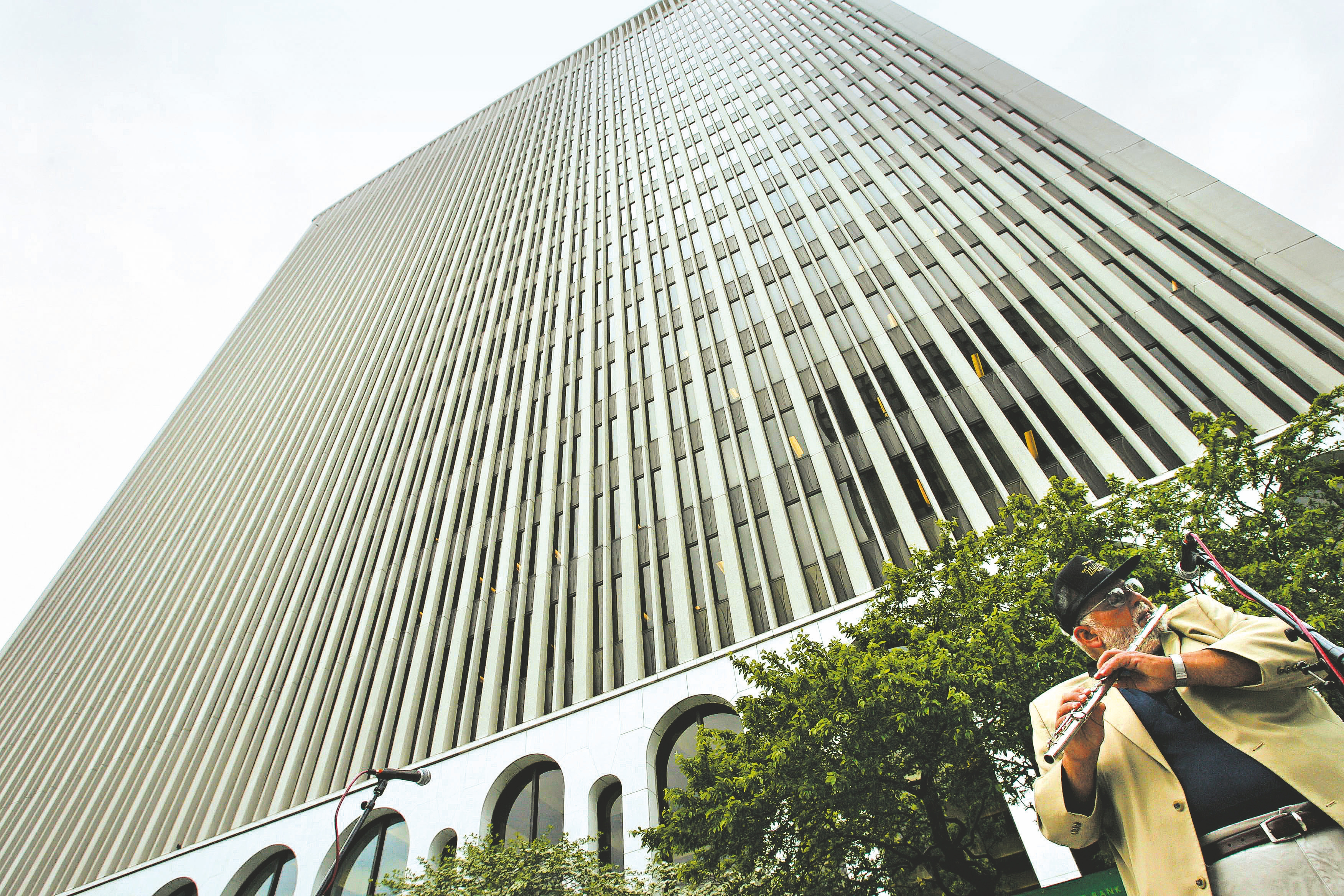 M&T Bank Corp., coming off its first full quarter of results after Hudson City deal, will hold annual shareholders meeting Tuesday.