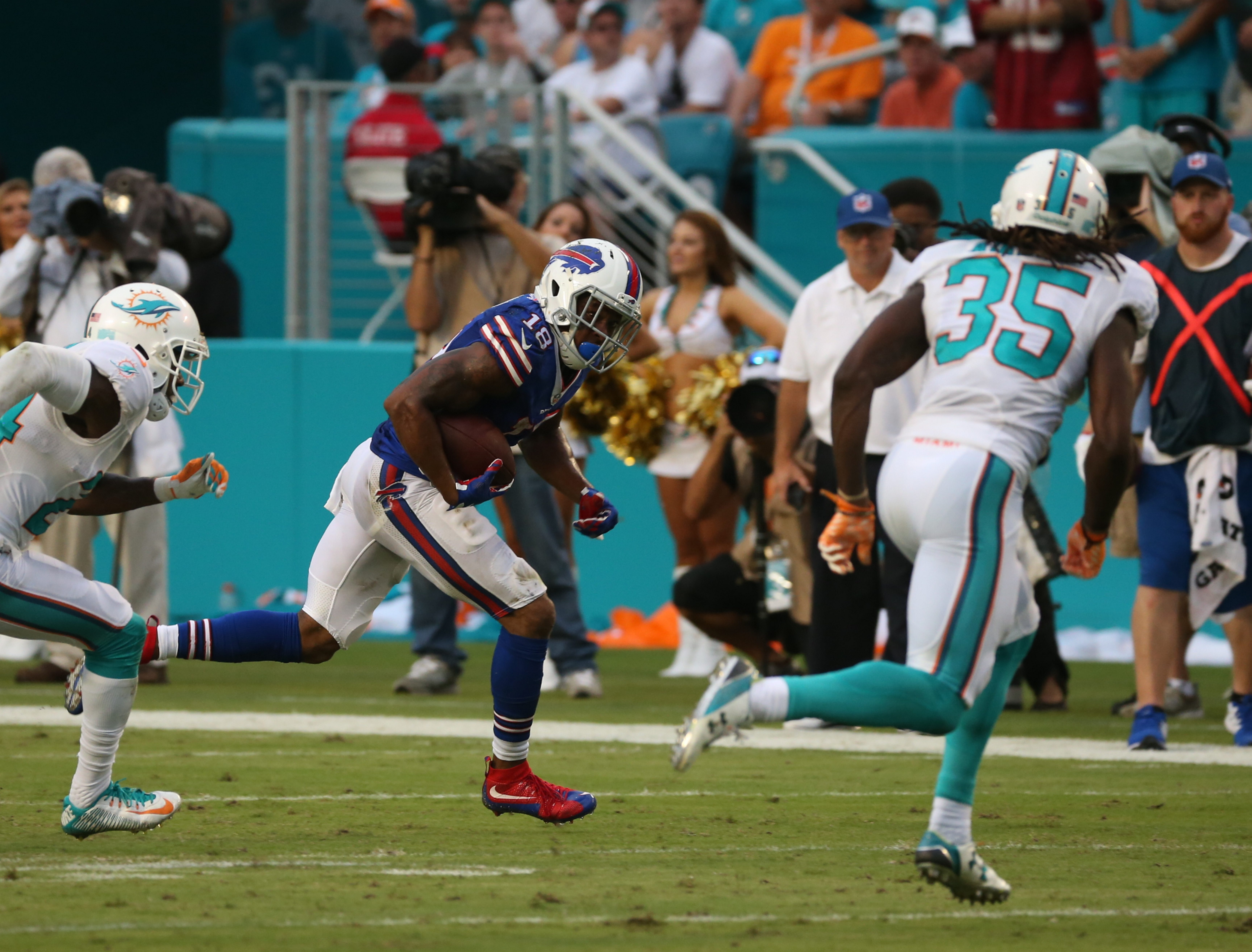 Buffalo Bills wide receiver Percy Harvin (18) runs the ball against the Miami Dolphins on Sept. 27, 2015.