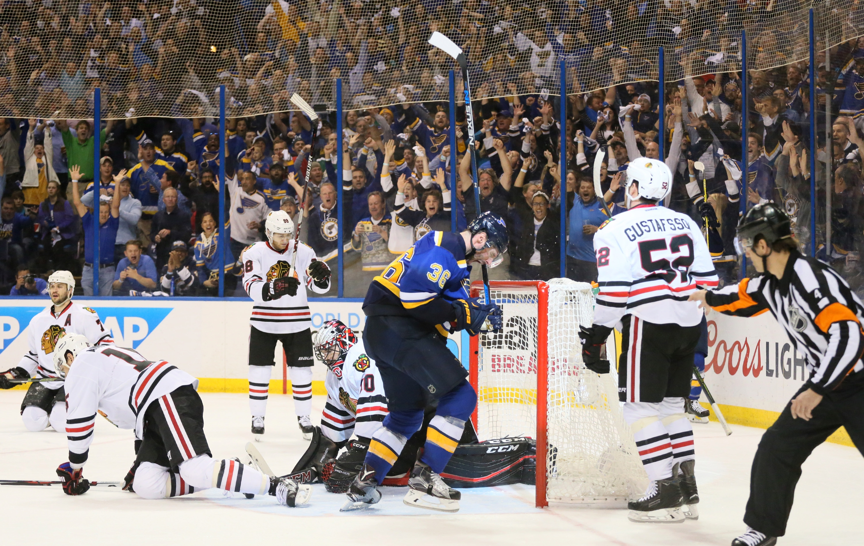 Troy Brouwer of the Blues puts away the Chicago Blackhawks with this third-period goal.