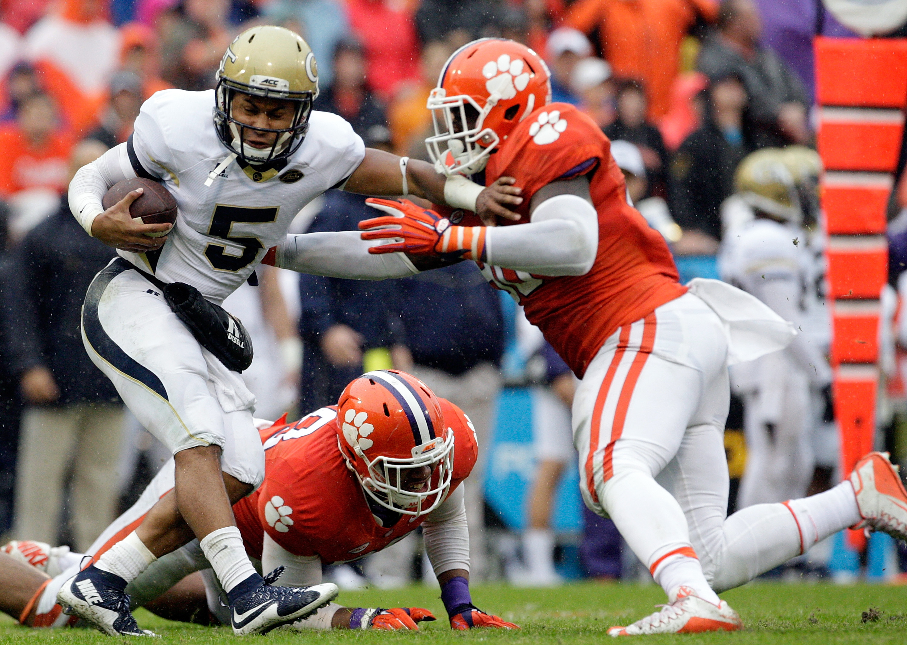 Shaq Lawson was dominant for Clemson. (Getty Images)