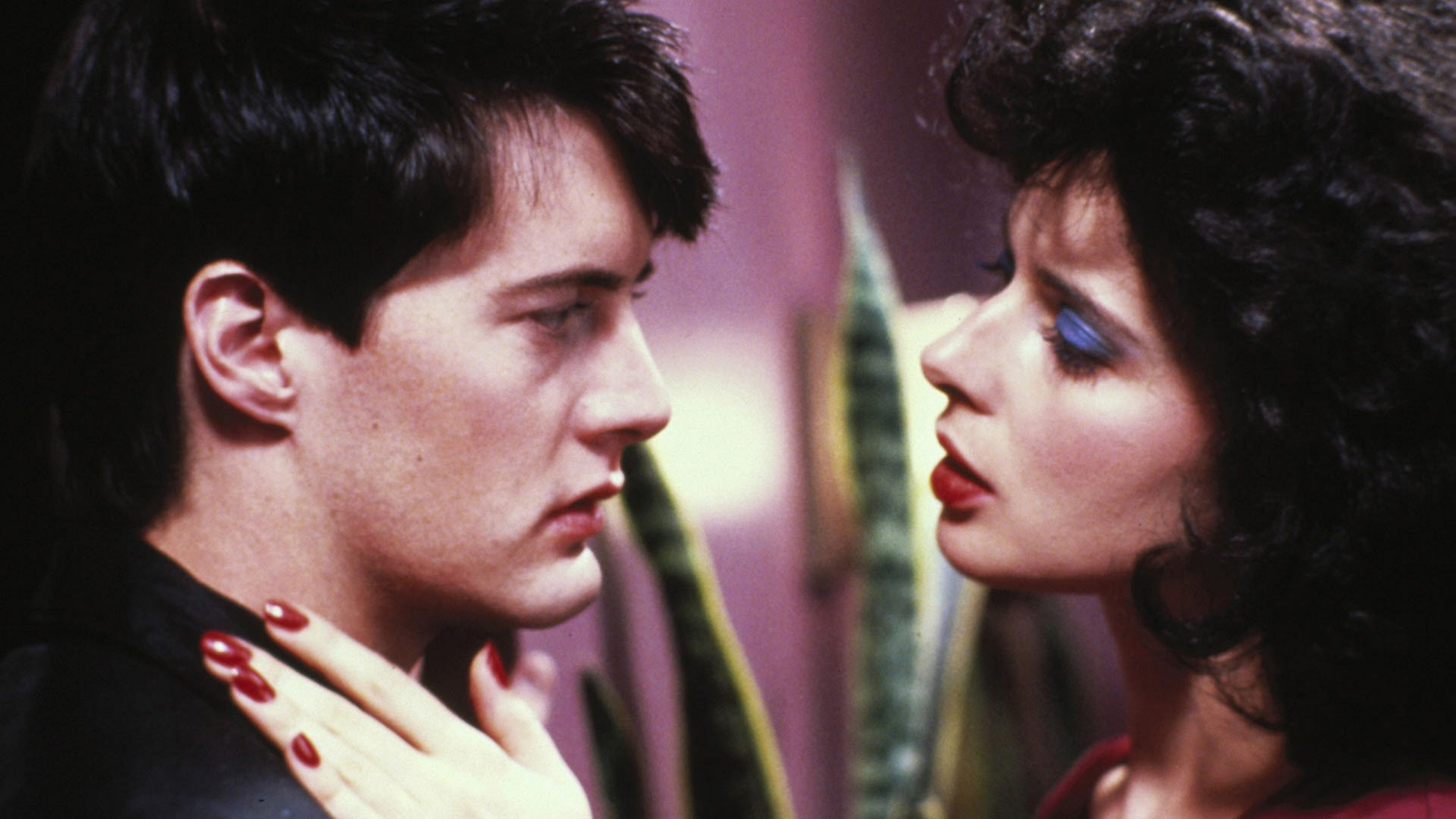 """The David Lynch classic """"Blue Velvet,"""" starring Kyle MacLachlan and Isabella Rossellini, will have a limited run at the North Park Theatre for its 30th anniversary."""