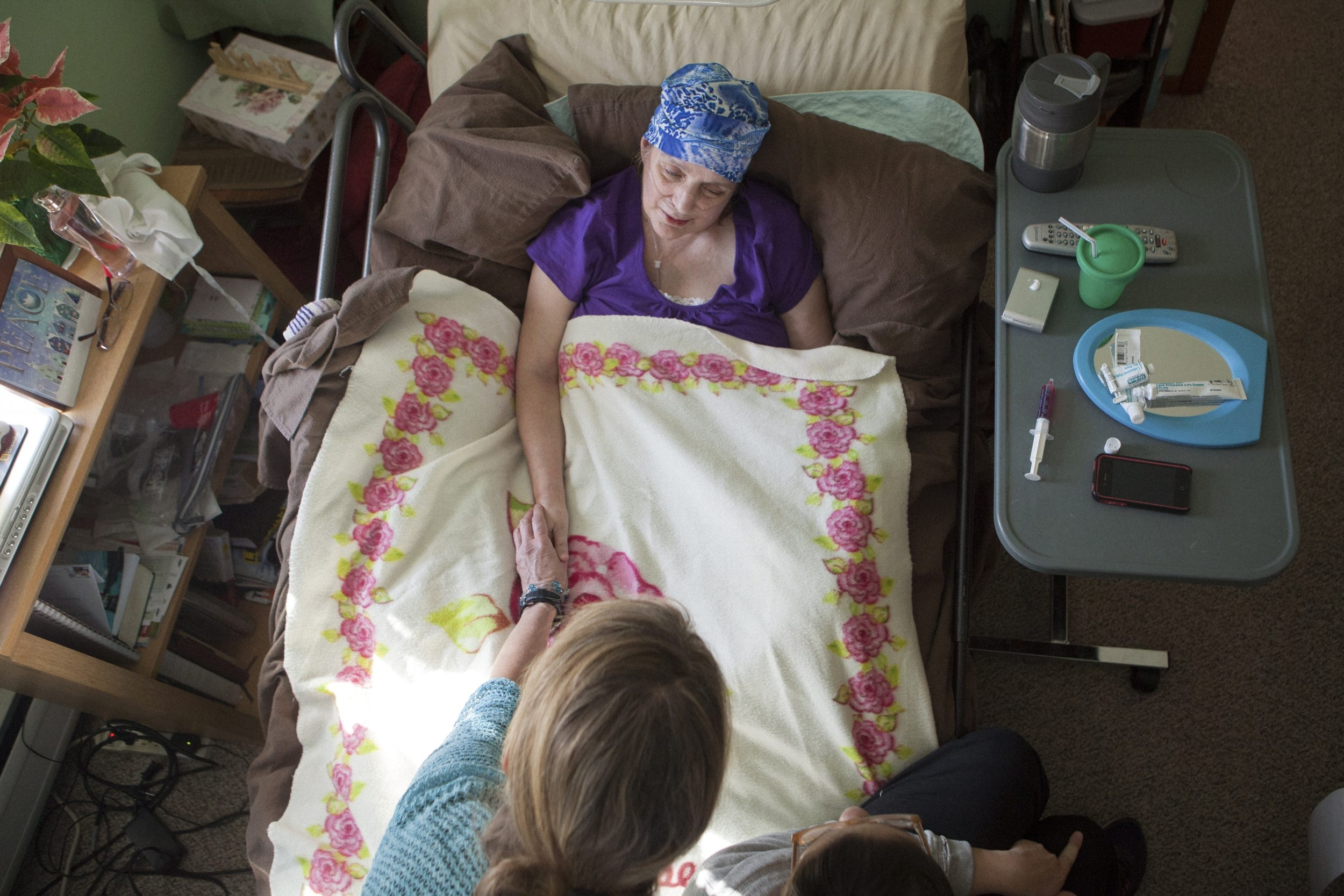 Martha Keochareon, a nurse terminally ill with pancreatic cancer, died in her home in Massachusetts in 2012 under the care of hospice and family members. She volunteered to be a subject of research for students.