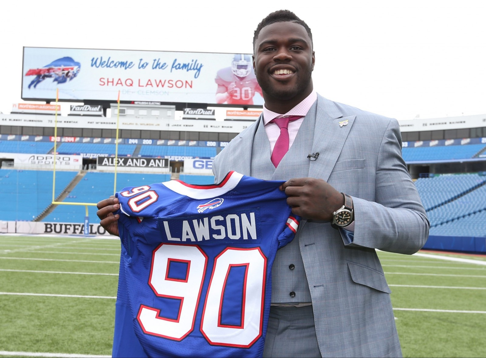 Shaq Lawson posed for pictures during his introduction to Buffalo a day after being drafted. (James P. McCoy/Buffalo News)