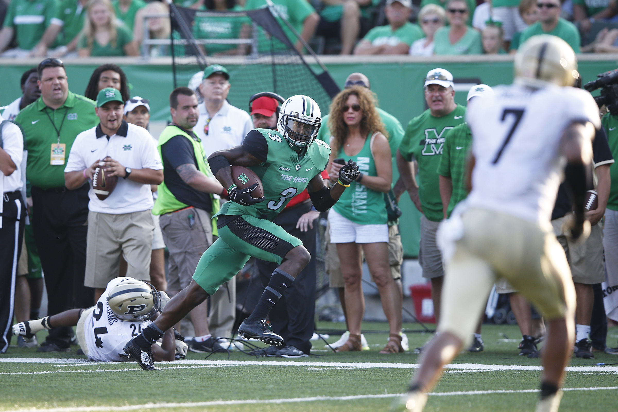 HUNTINGTON, WV - SEPTEMBER 6: Davonte Allen #3 of the Marshall Thundering Herd makes a third down reception to help set up the go ahead touchdown in the second half against the Purdue Boilermakers at Joan C. Edwards Stadium on September 6, 2015 in Huntington, West Virginia. Marshall defeated Purdue 41-31. (Photo by Joe Robbins/Getty Images)