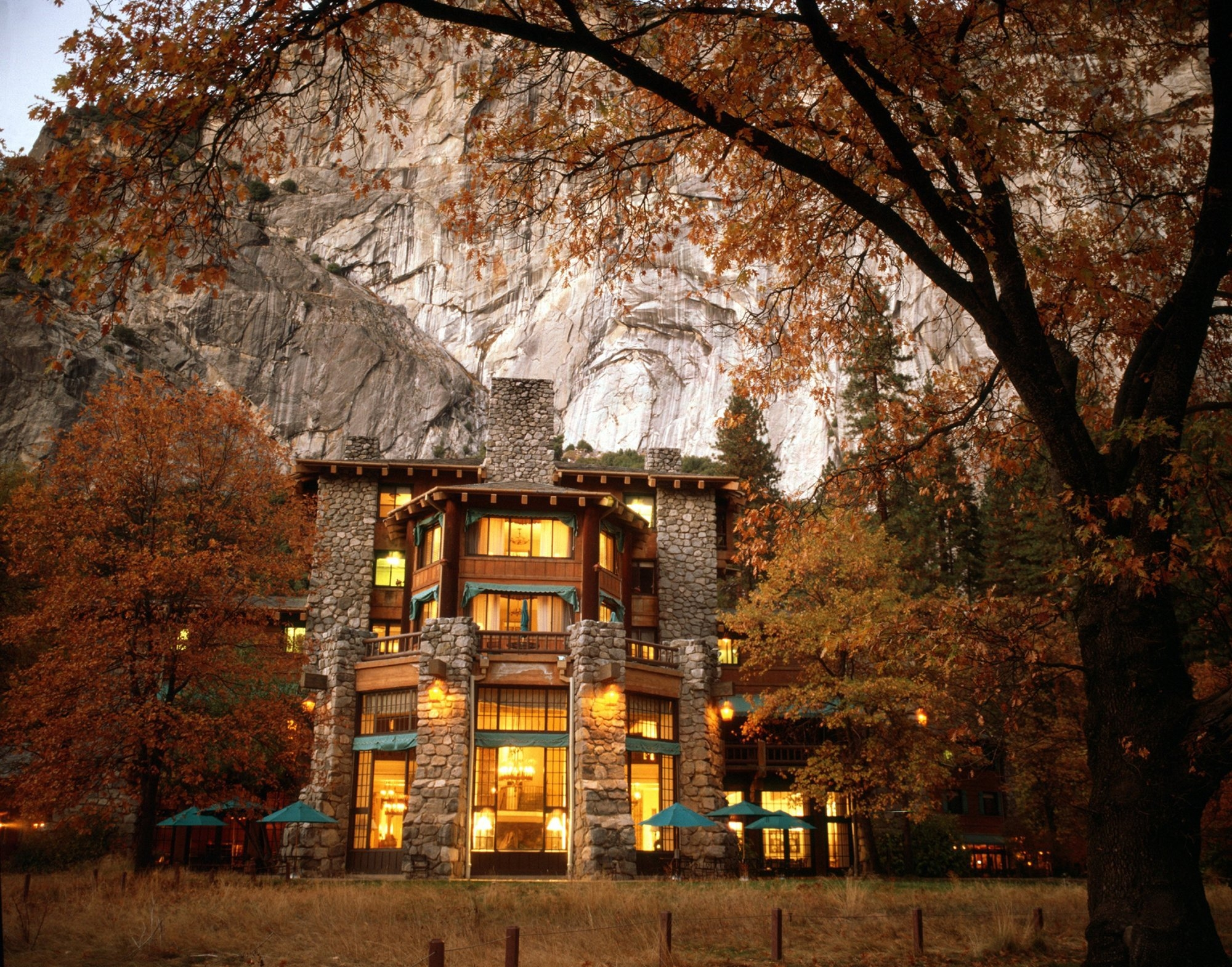 A settlement between Delaware North and the Park Service would permit the restoration of historic names to Yosemite locations such as the Ahwahnee hotel, now rebranded as the Majestic Yosemite Hotel. (Washington Post)