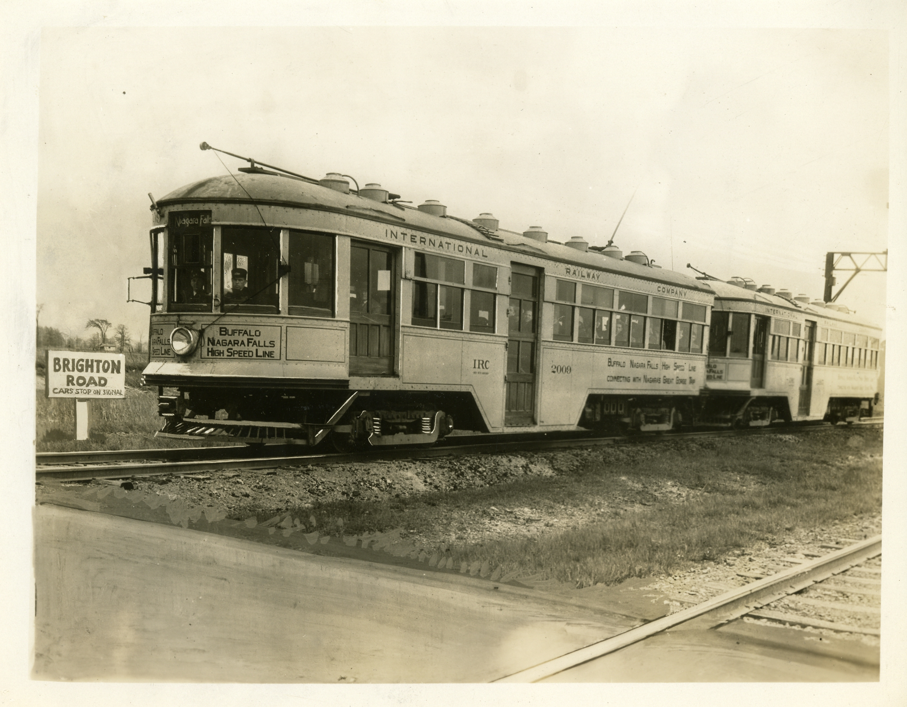 A doubleheader train at the Brighton Road crossing where the tracks paralleled those of the Erie Railroad. A high-service train line ran from 1918 to 1937. Photo courtesy Tonawanda-Kenmore Historical Society