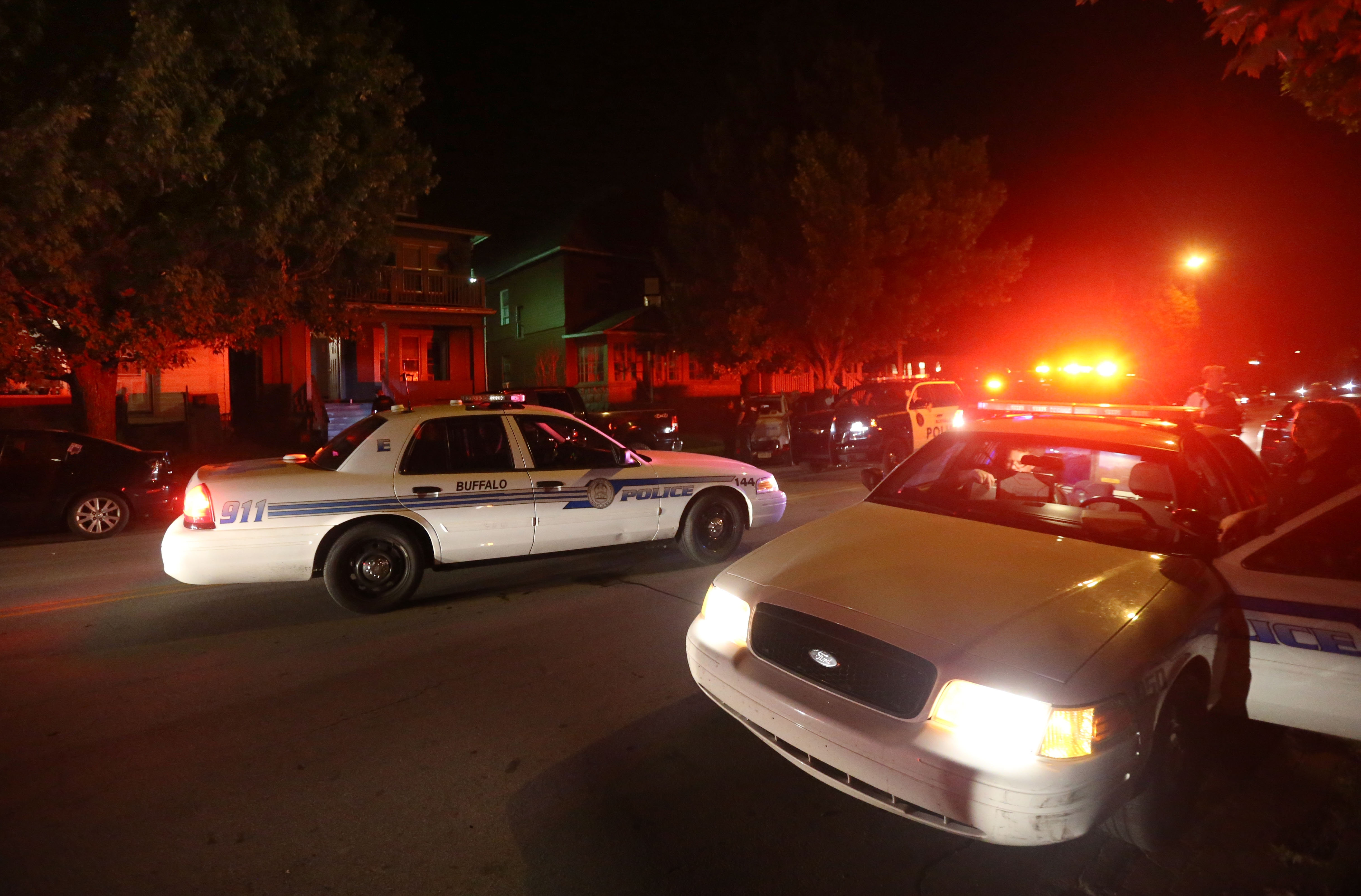 UB students returned in force to the University Heights neighborhood Friday, but police were waiting to head off potential problems. (Sharon Cantillon/Buffalo News)