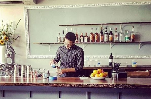 Dapper Goose bar manager Tim Leary pours a drink. (Photo: Dapper Goose)