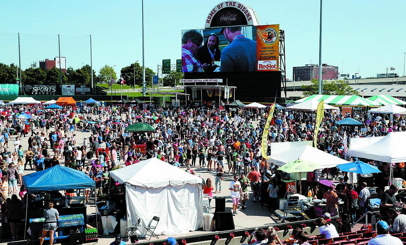 Crowds at the 15th Annual National Buffalo Wing Festival. (Sharon Cantillon/Buffalo News)