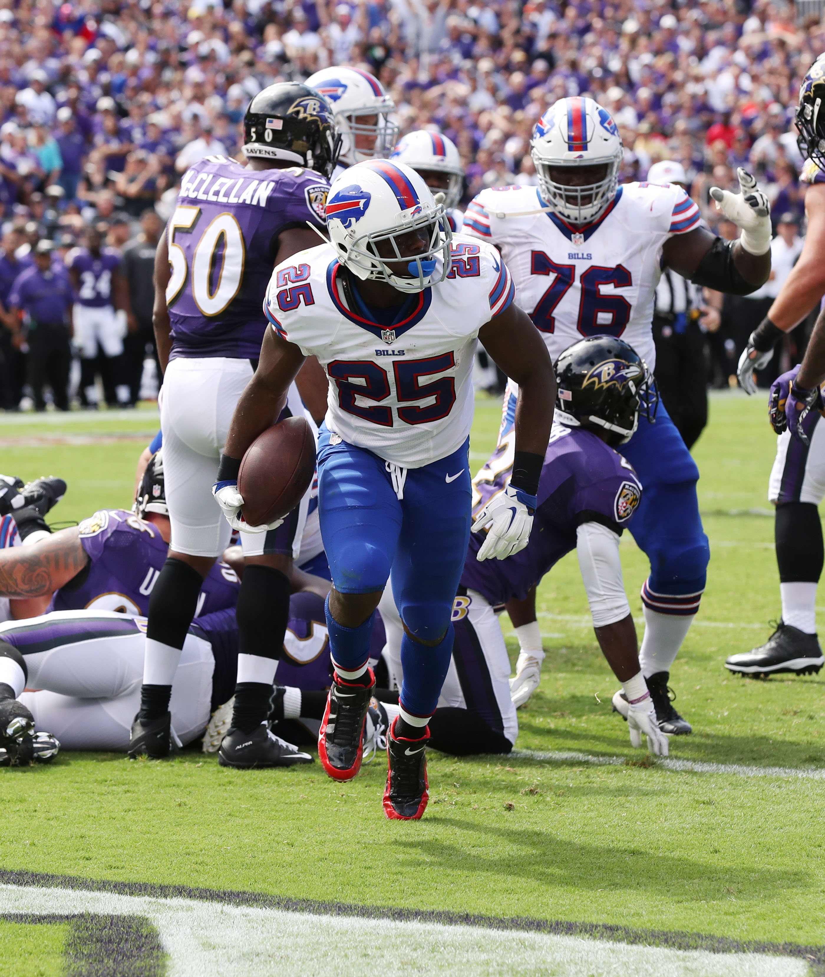 Buffalo Bills running back LeSean McCoy (25) scores a touchdown in the second quarter at M&T Bank Stadium in Baltimore,MD on Sunday, Sept. 11, 2016.  (James P. McCoy/ Buffalo News)