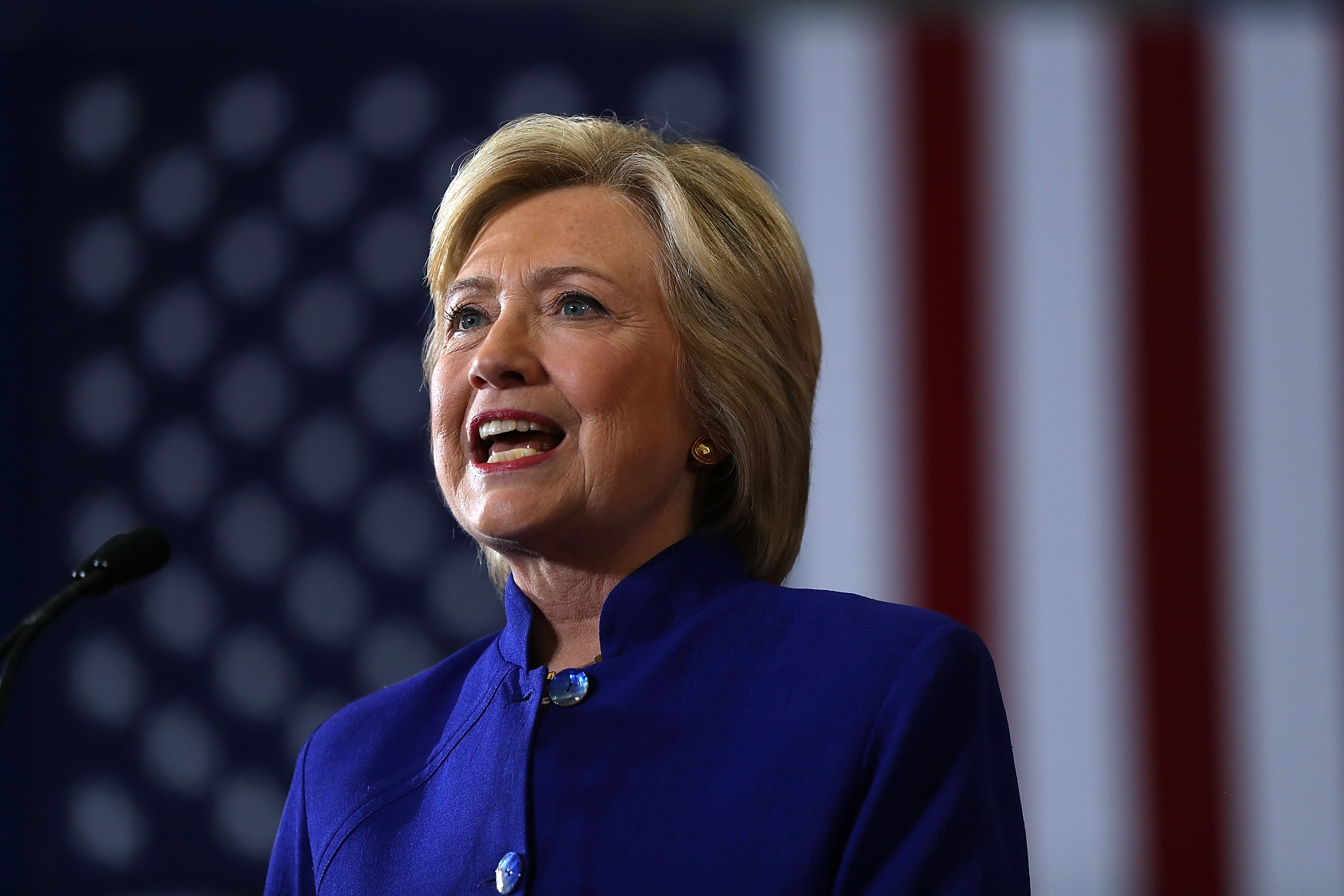 Emails from aides to Democratic presidential nominee Hillary Clinton show a recent speech on gun safety was