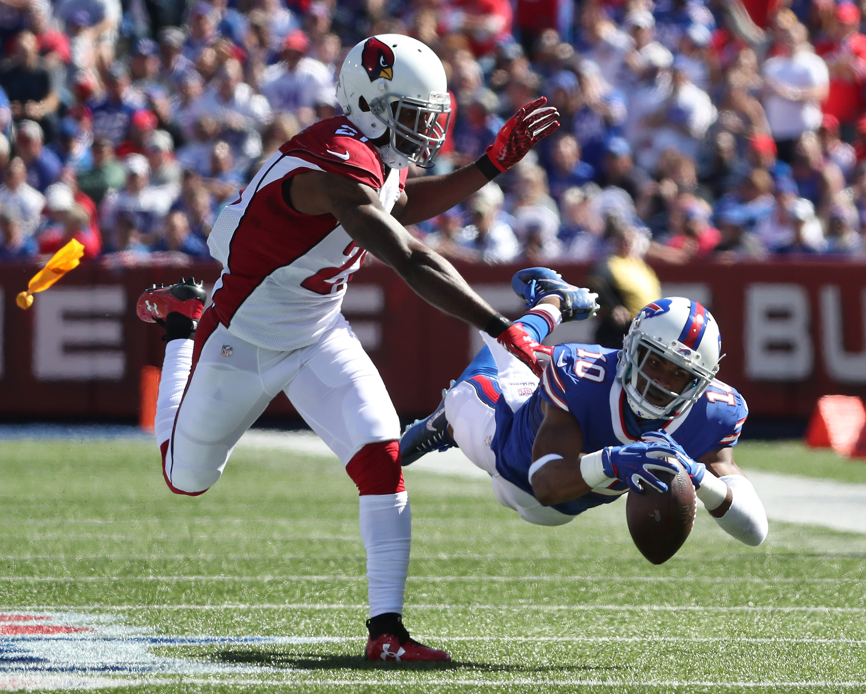 It was ruled that Robert Woods caught the ball on this play against Arizona. (James P. McCoy/Buffalo News)