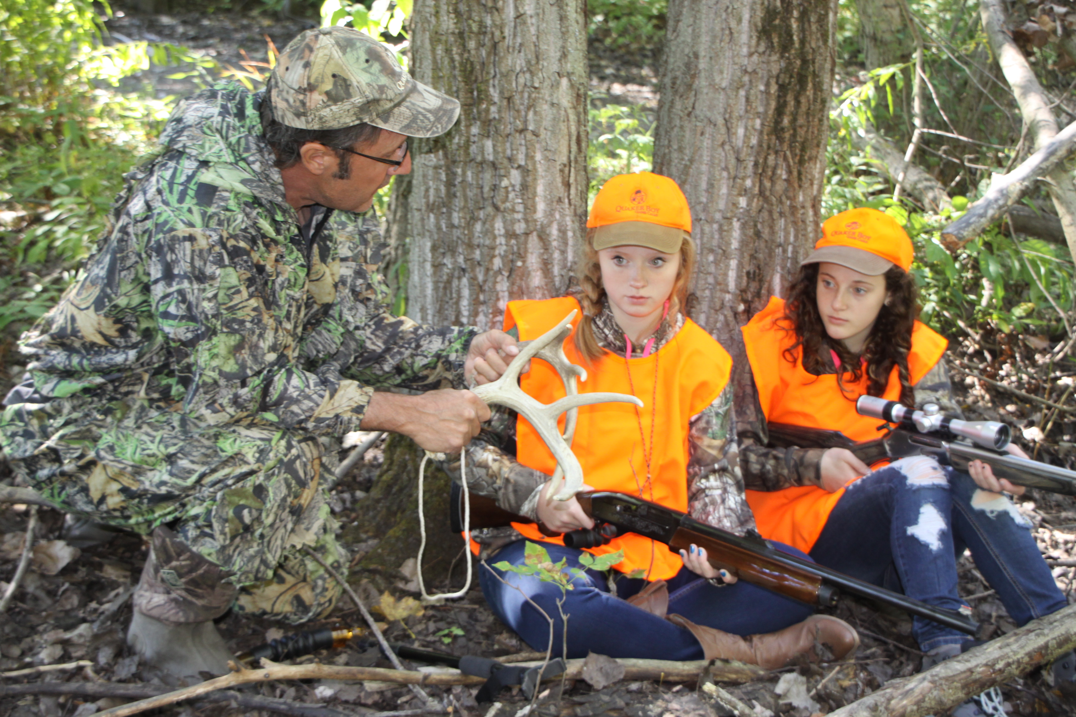 Arnie Jonathan of Lockport deomonstrates rattling antler tips to Emily Eaton and Emma Syracuse before any hunting actually takes place.