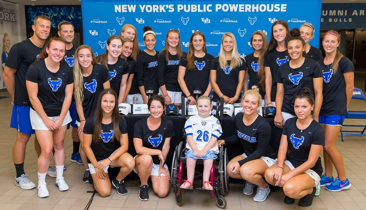 The UB women's soccer team welcomed Sarah Reid, middle in white, to the program. (via UB Athletics)