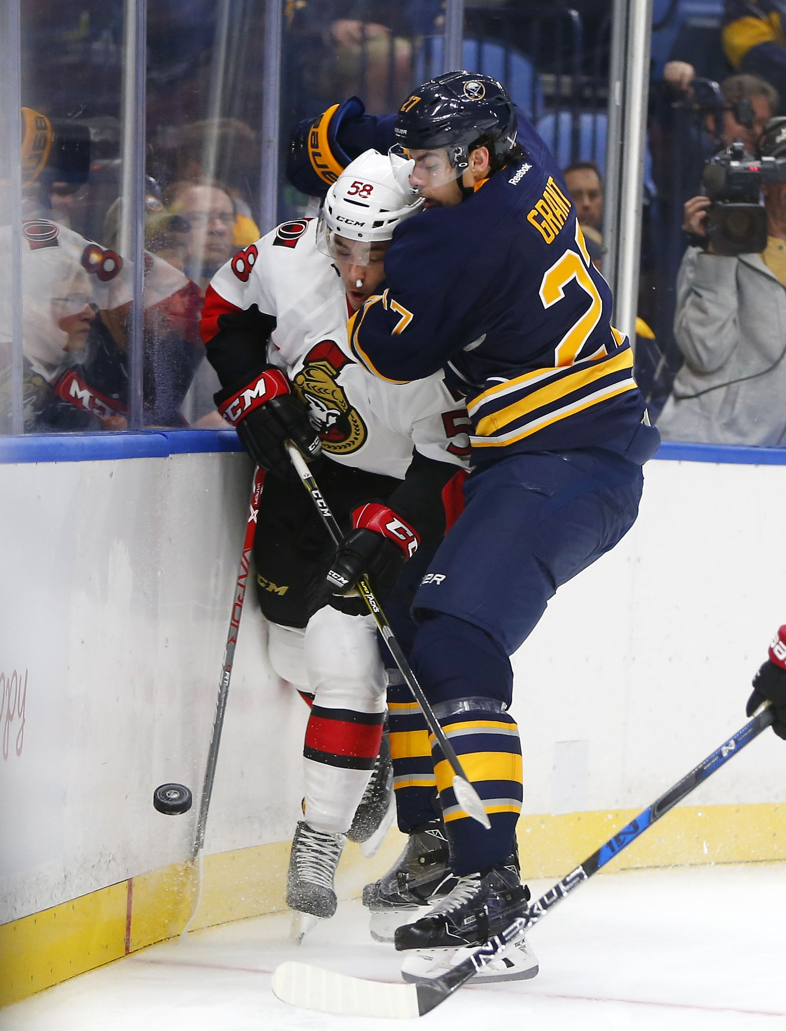 A strong preseason by Derek Grant put him on the Sabres' opening-night roster. (Photo by Mark Mulville/Buffalo News)