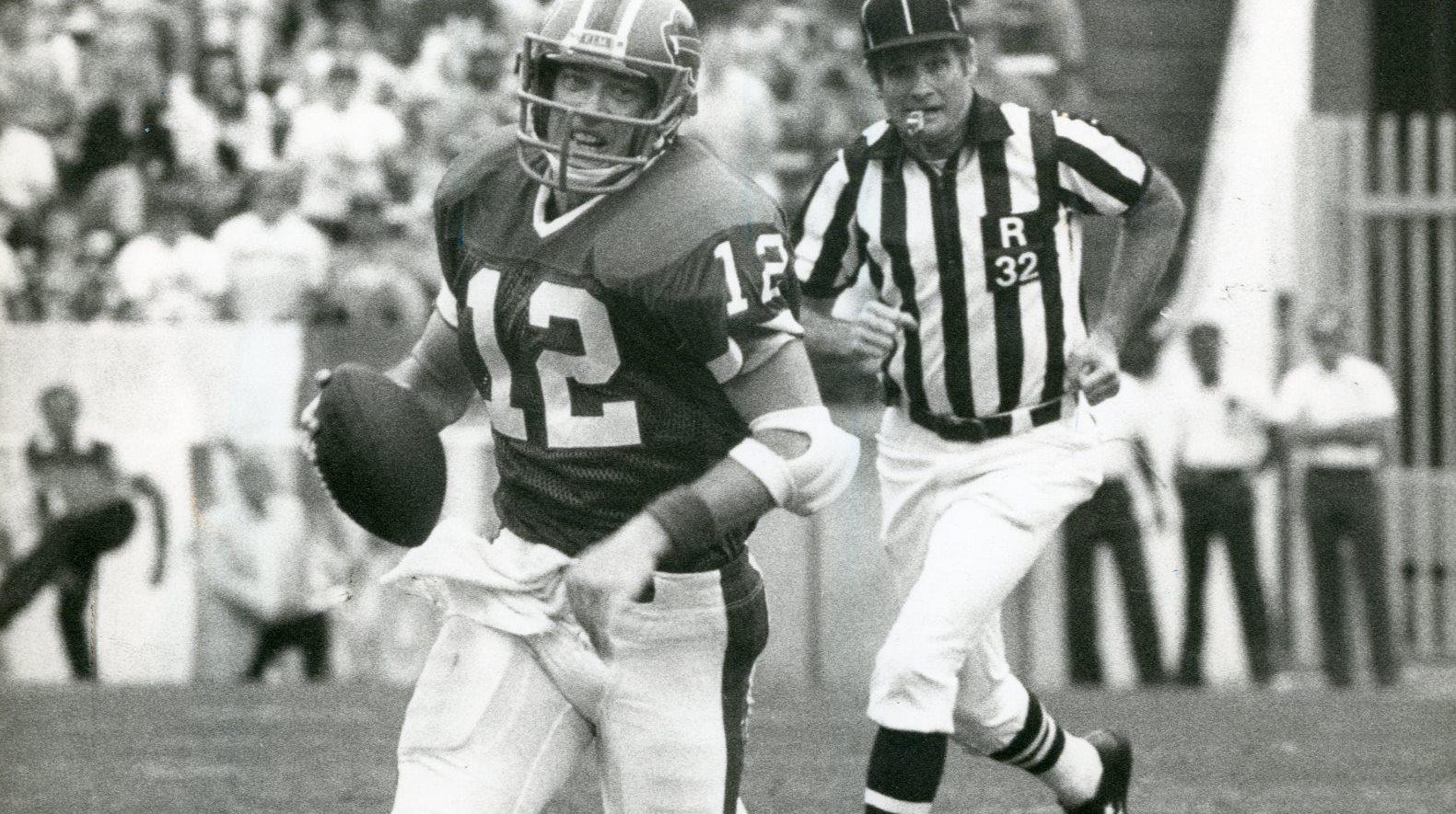 Bills quarterback Jim Kelly in action on Nov. 2, 1986.  (News file photo)