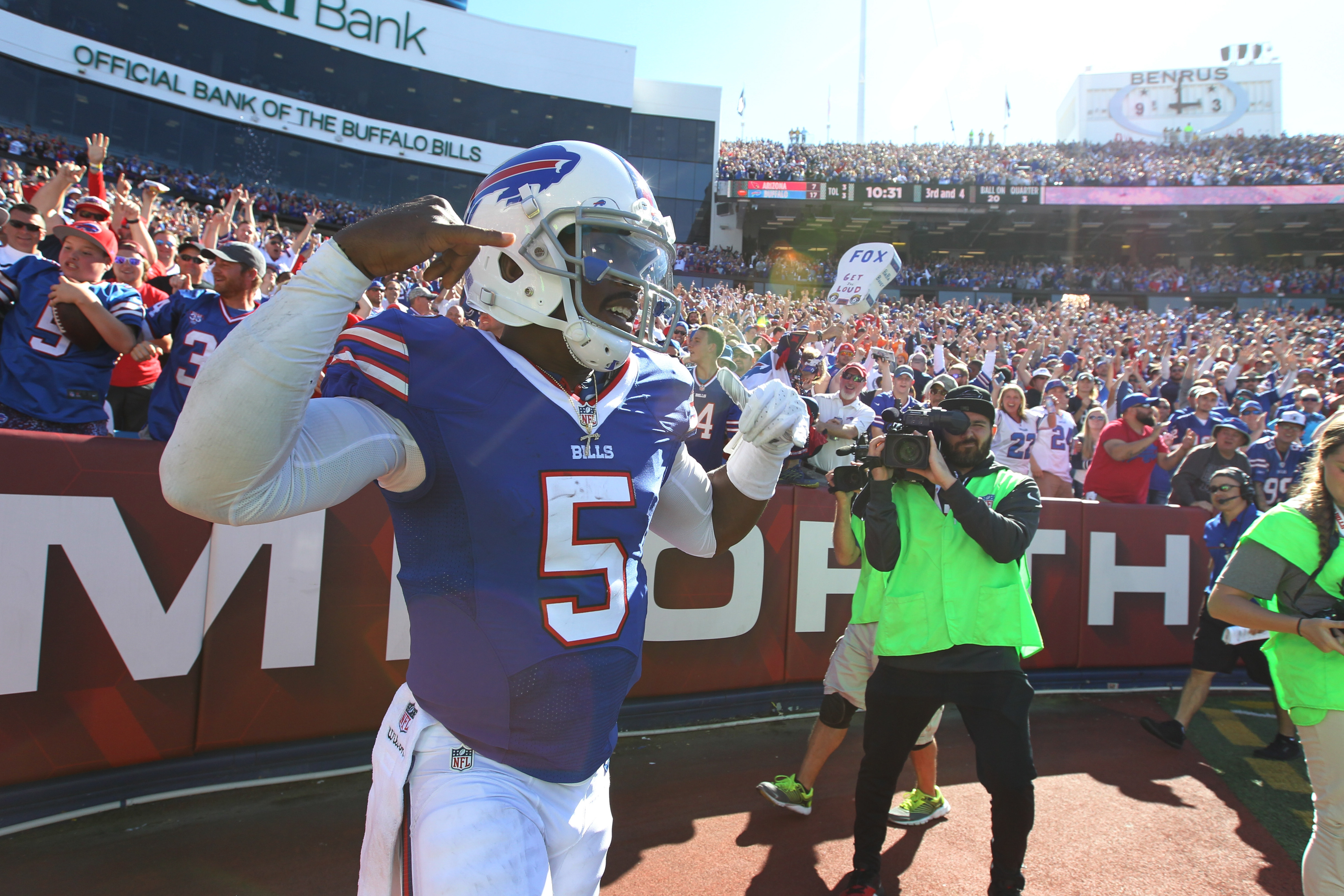 Tyrod Taylor celebrates a rushing touchdown in the Bills' big win over Arizona.