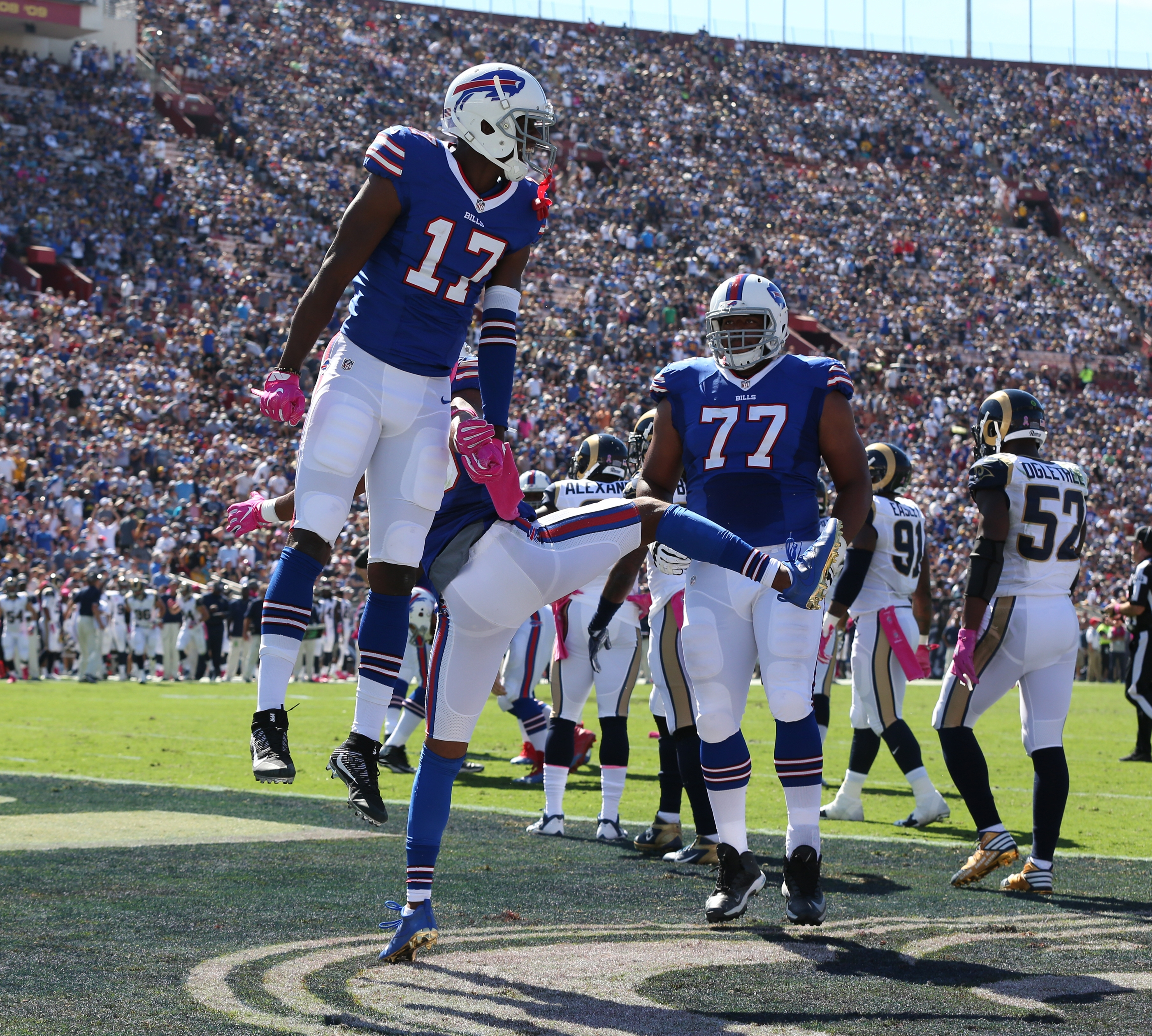 Buffalo Bills wide receiver Justin Hunter (17) scores a touchdown in the first quarter in Los Angeles Memorial Colliseum on Sunday, Oct. 9, 2016.  (James P. McCoy/Buffalo News)