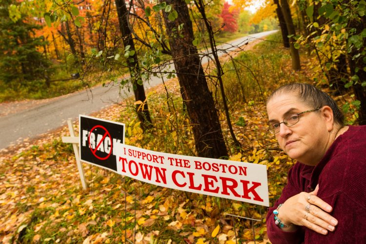 Suit accuses Boston of bias over lawn signs