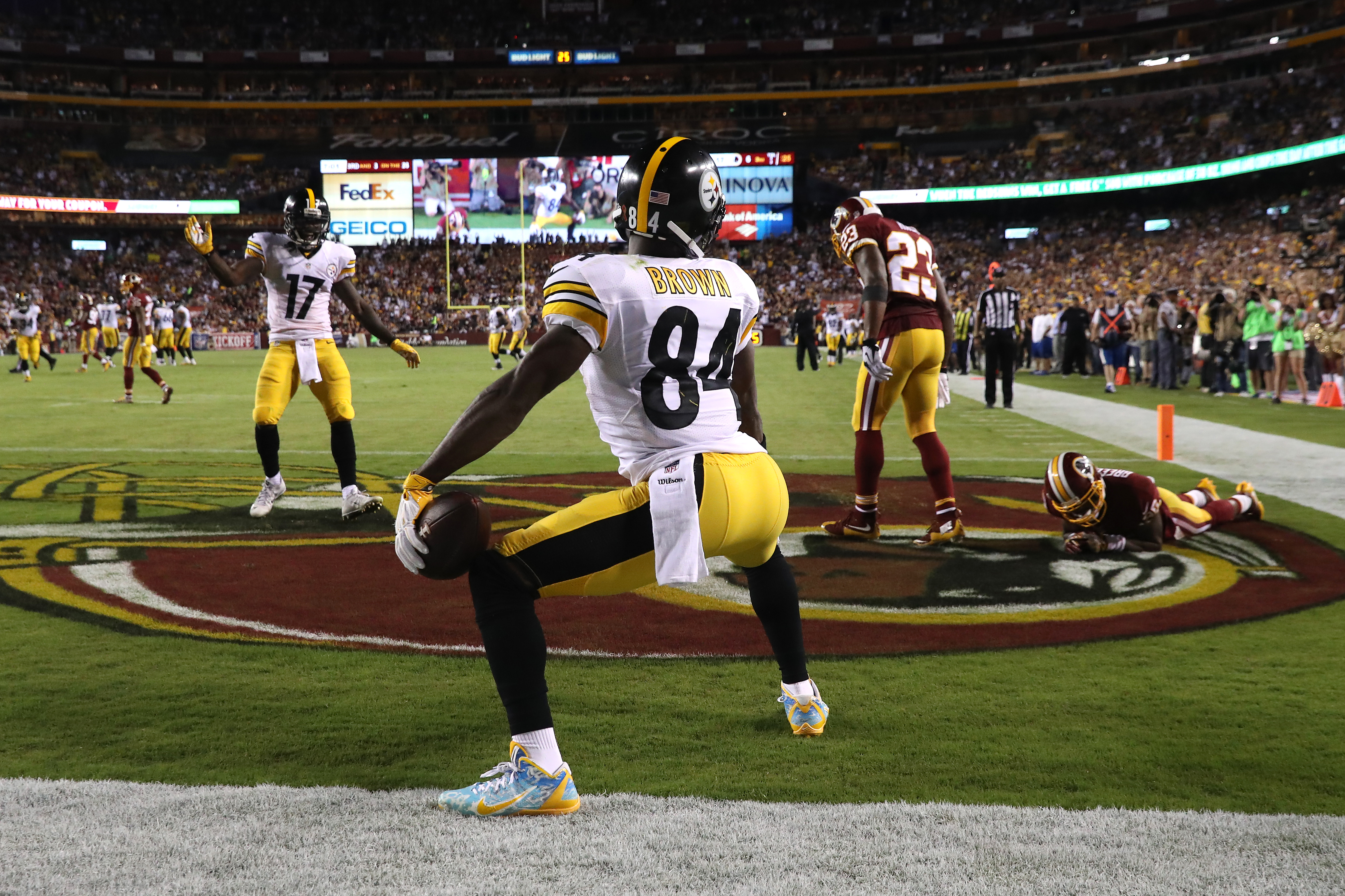 Wide receiver Antonio Brown #84 of the Pittsburgh Steelers celebrates after scoring a third quarter touchdown against the Washington Redskins at FedExField on September 12, 2016 in Landover, Maryland. (Photo by Rob Carr/Getty Images)