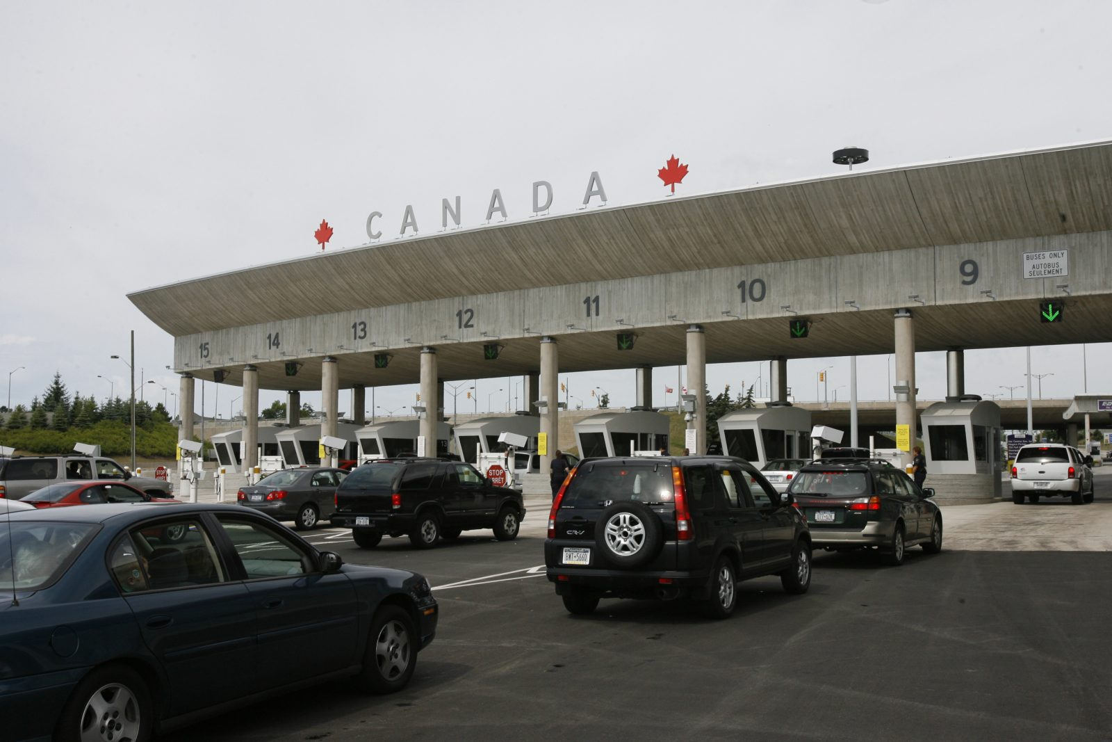 Traffic lines up for customs at the Peace Bridge Plaza in Fort Erie, Ont. (Derek Gee/Buffalo News)