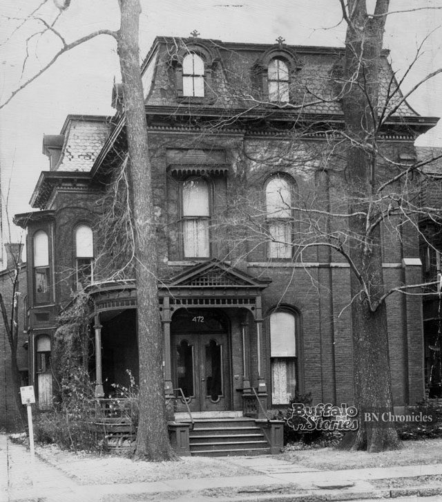Mark Twain's home on Delaware, as pictured in 1947. It was demolished in 1963. (Buffalo News archives)