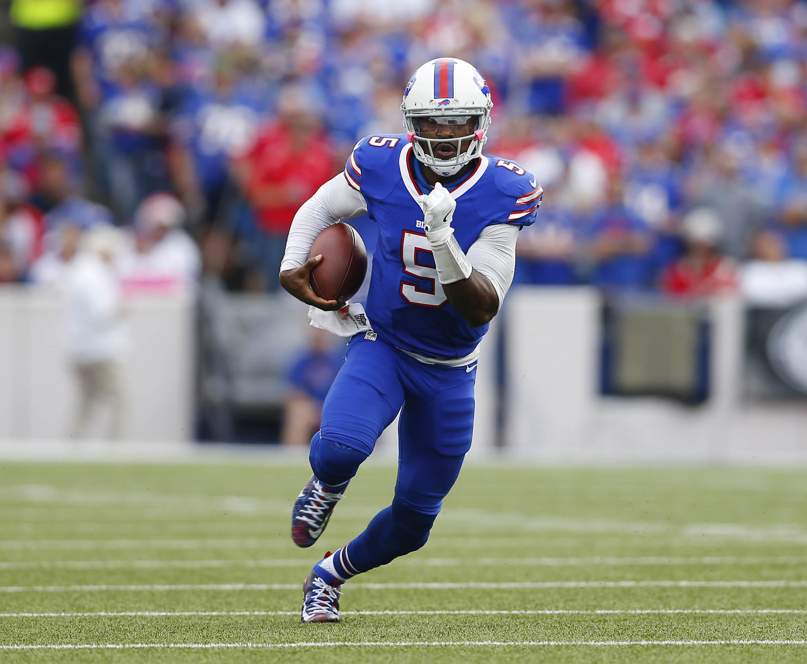 Tyrod Taylor finds open field in the Bills' blowout win over the 49ers in October. (Mark Mulville/The Buffalo News)