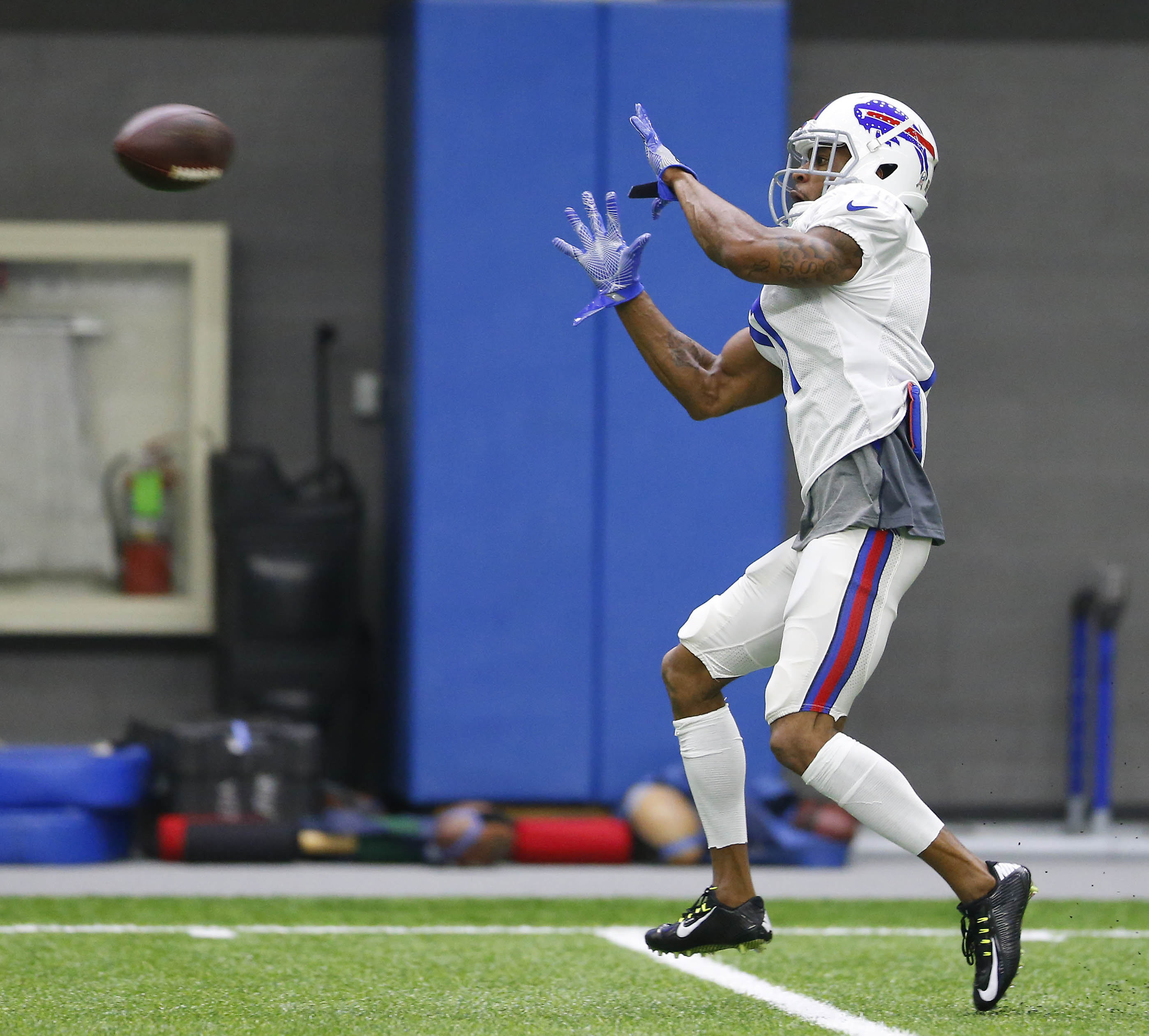 The Bills Percy Harvin makes a catch during practice in Orchard Park Thursday, Nov. 3, 2016.   (Mark Mulville/Buffalo News)