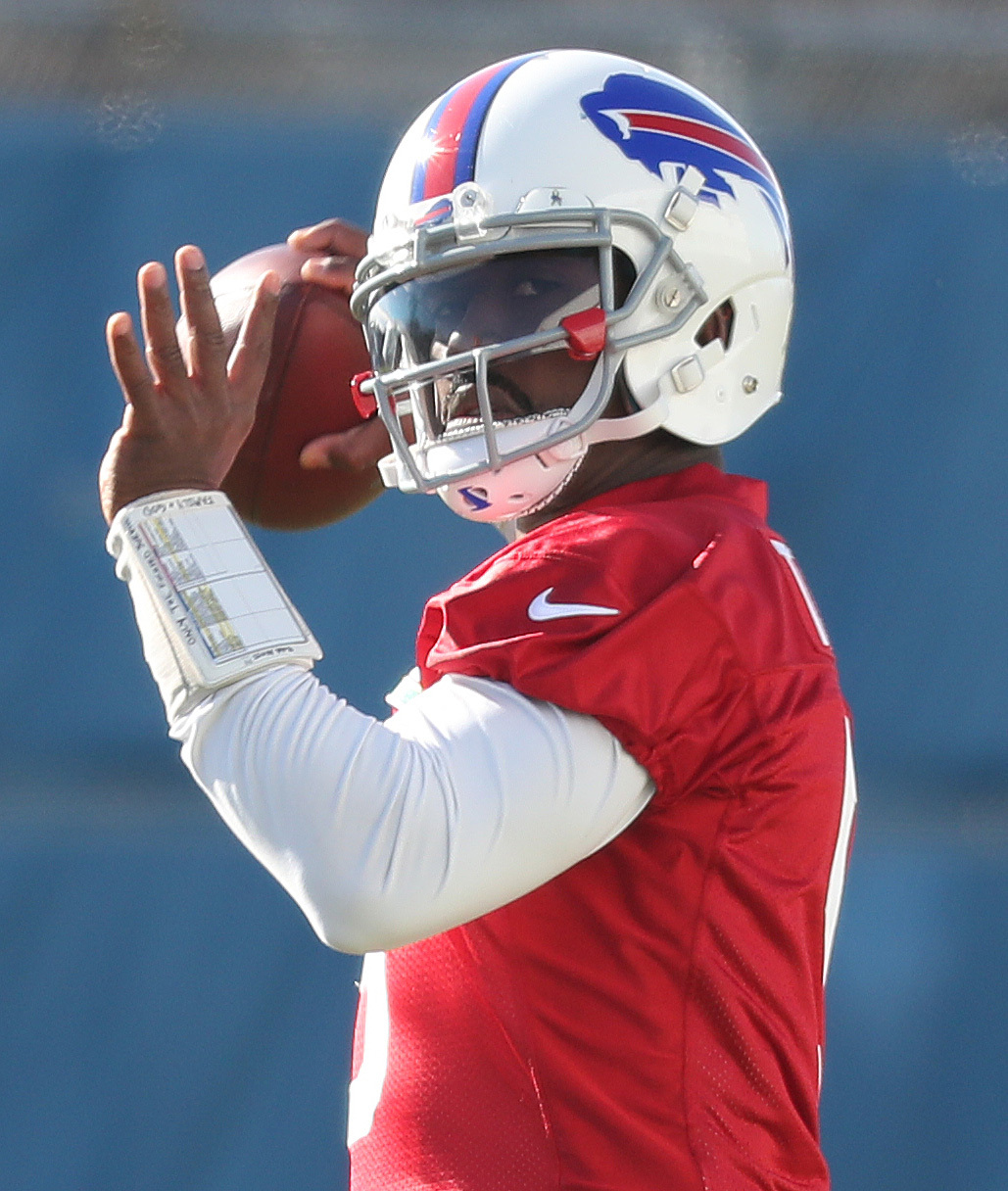 Decision day is looming for the Buffalo Bills in regards to what to do with quarterback Tyrod Taylor. (James P. McCoy/Buffalo News)