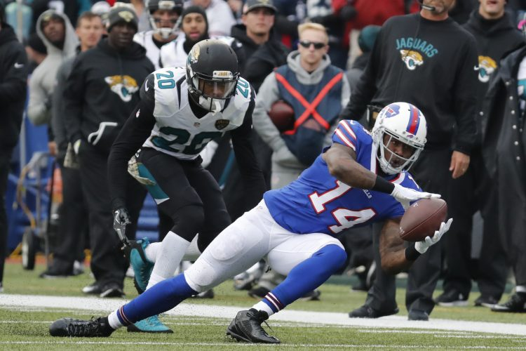 Sammy Watkins still has broken bone in foot, Bills' offensive coordinator says