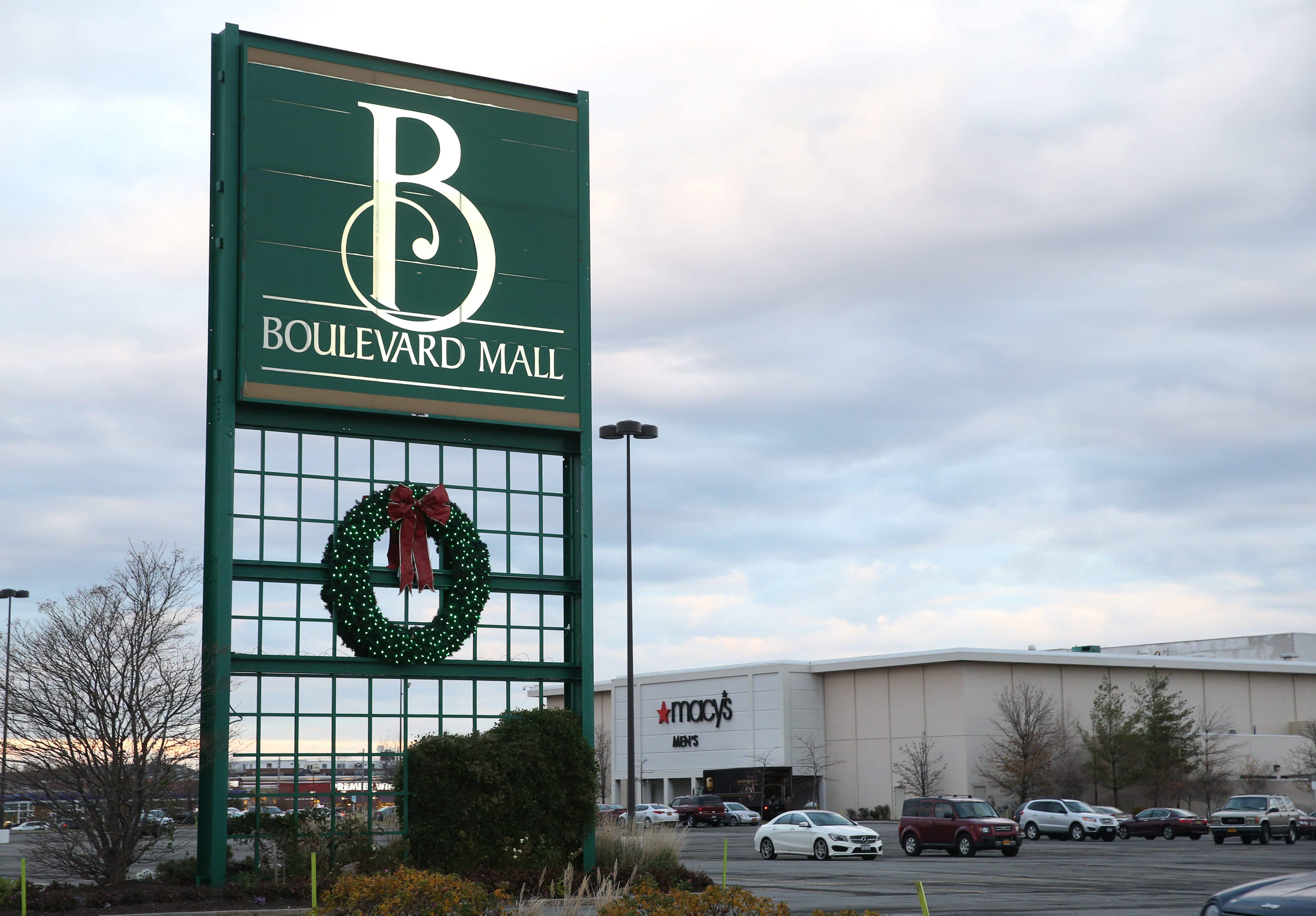 Boulevard Mall sign, Thursday, Nov. 19, 2015.  (Sharon Cantillon/Buffalo News)