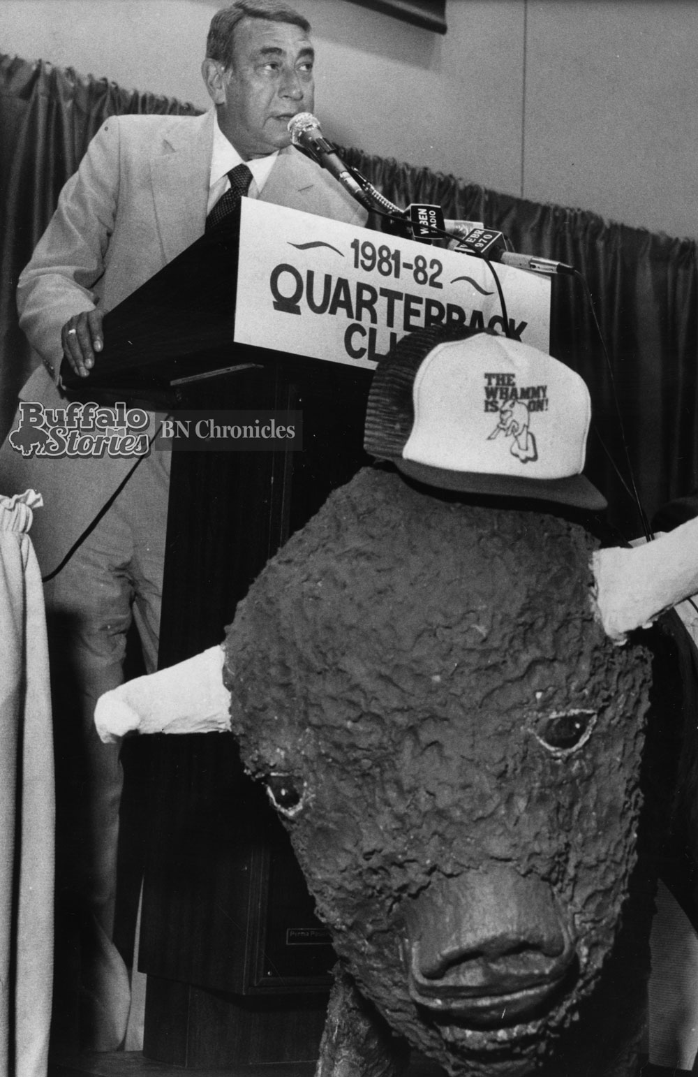 Howard Cosell speaks to the Buffalo Quarterback Club Luncheon, 1981.