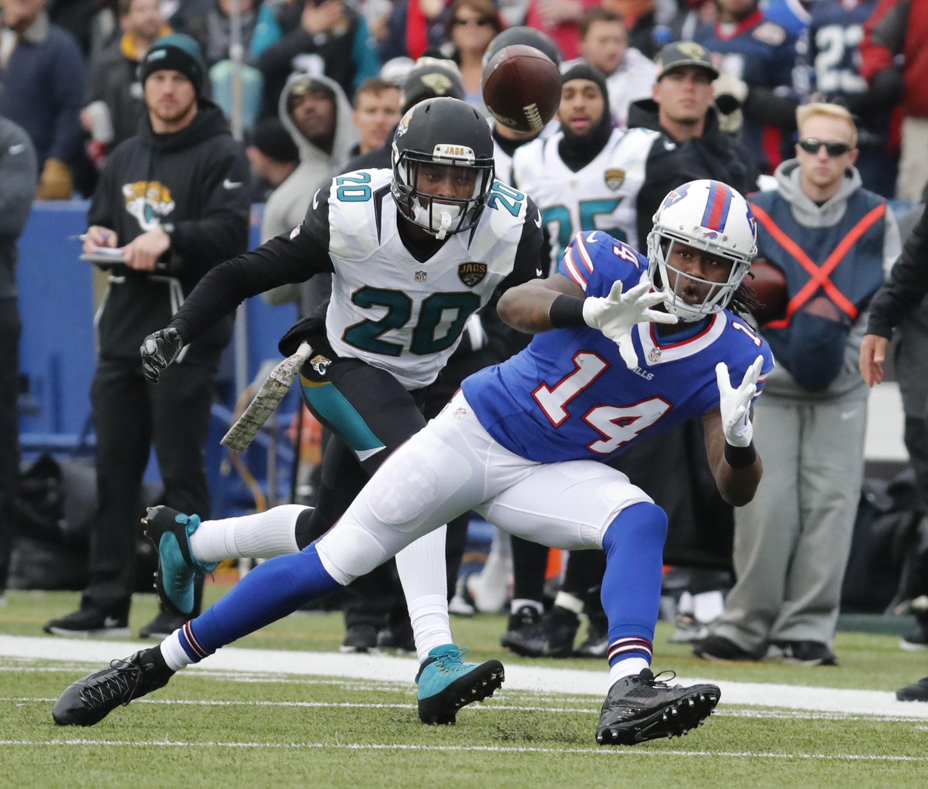 Sammy Watkins prepares to make a catch during the first half against the Jacksonville Jaguars on Nov. 27, 2016. (Harry Scull Jr./Buffalo News)