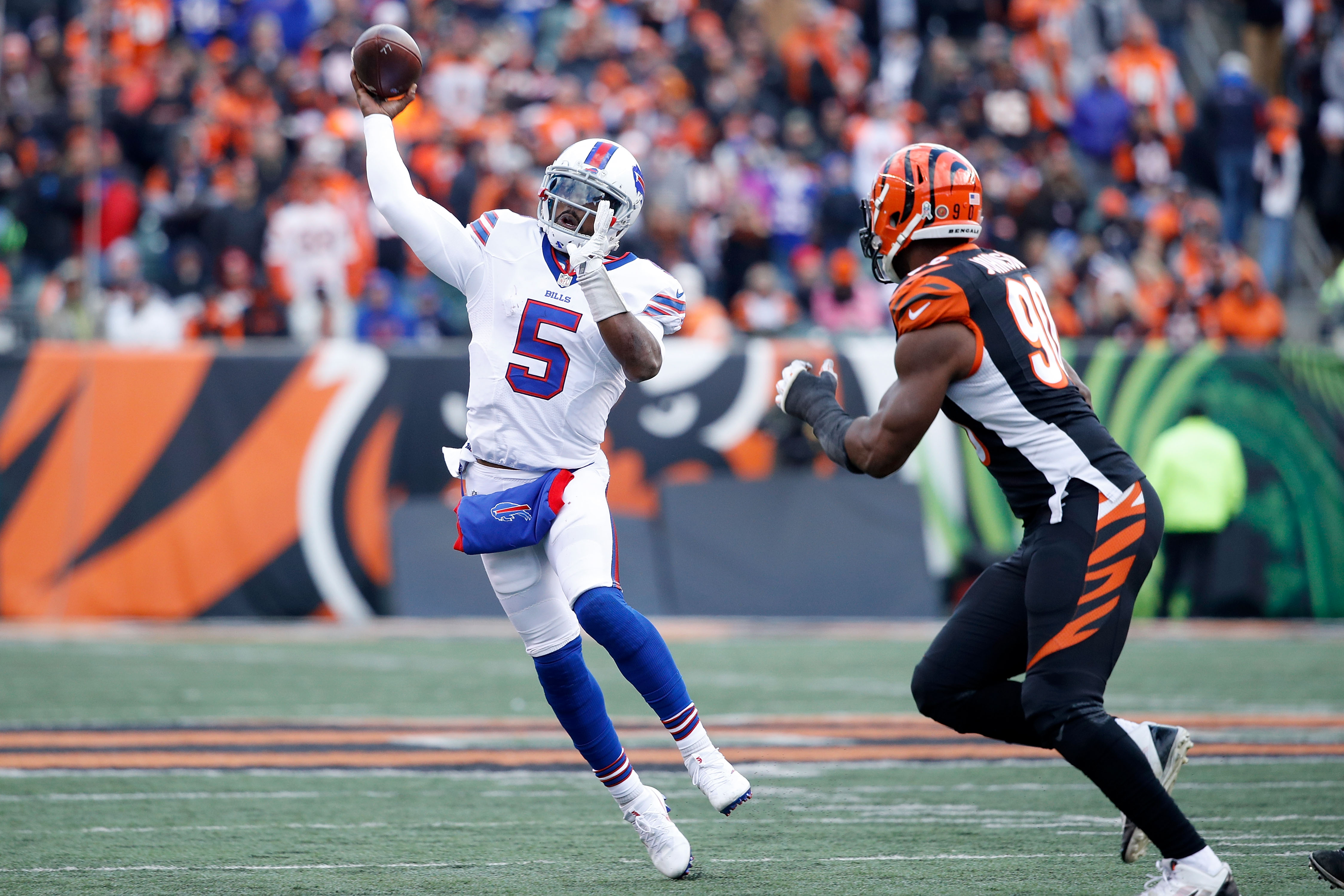 Tyrod Taylor throws a pass while being pressured by Michael Johnson. (Getty Images)
