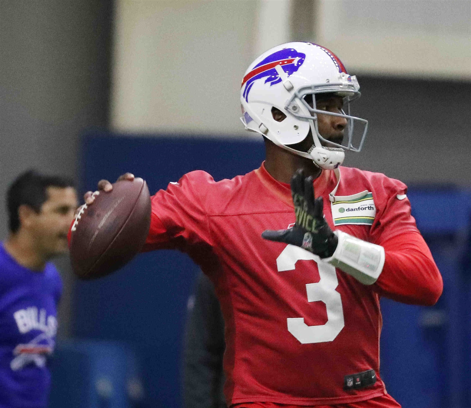 Bills quarterback EJ Manuel hasn't lived up to expectations as a first-round draft pick. (James P. McCoy/Buffalo News)