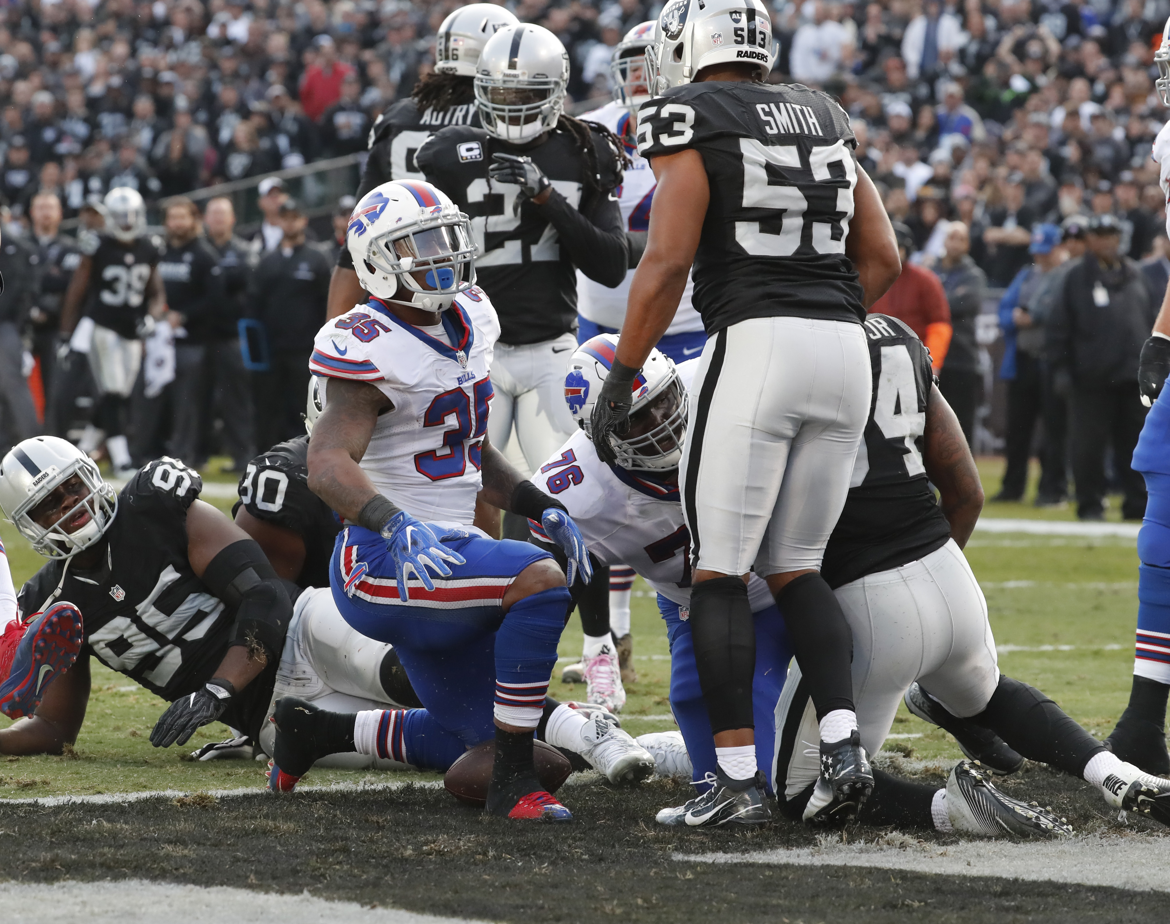 Mike Gillislee scores a touchdown that gave the Bills a 24-9 lead in the third quarter. (Harry Scull Jr./Buffalo News)
