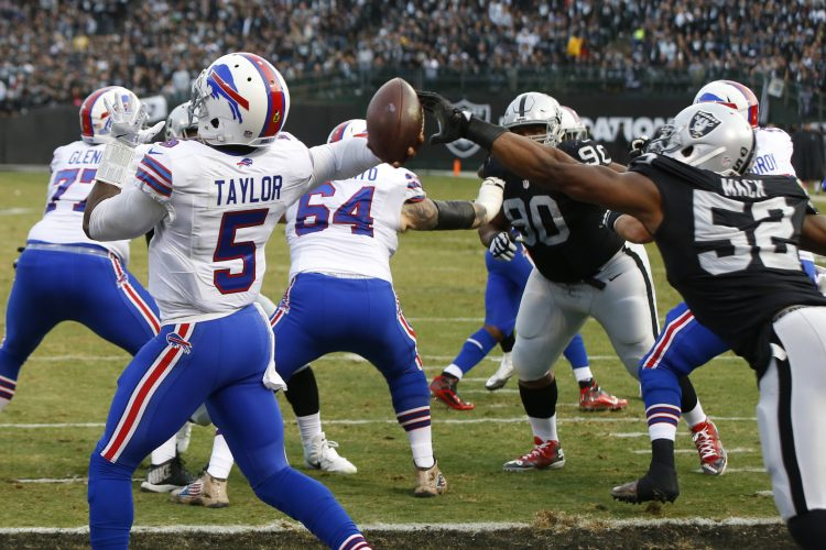 Jerry Sullivan: Bills go to pieces on the road (again)