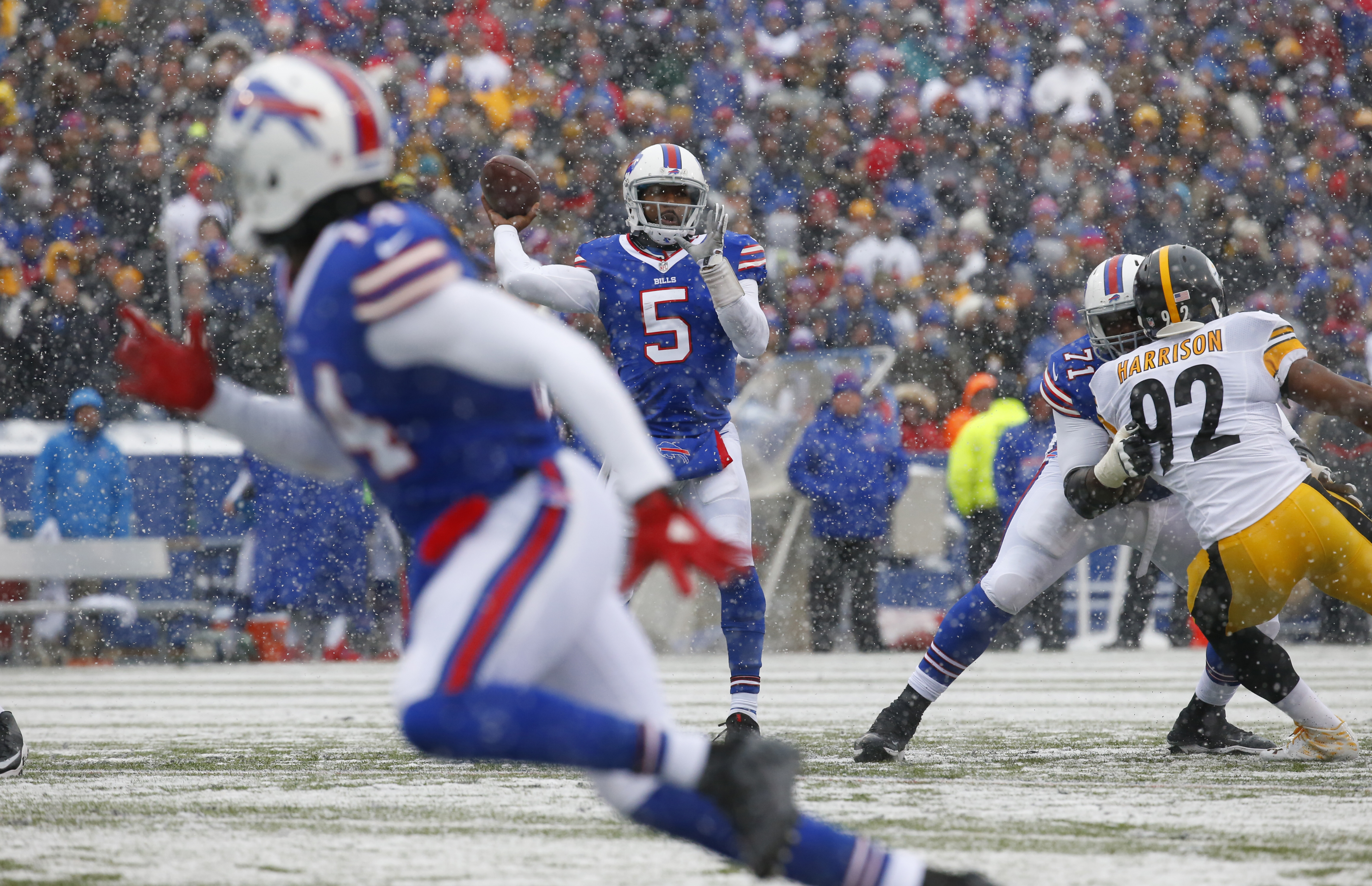 Buffalo Bills quarterback Tyrod Taylor throws against the Pittsburgh Steelers during second quarter action at New Era Field on Sunday, Dec. 11, 2016. (Harry Scull Jr./Buffalo News)