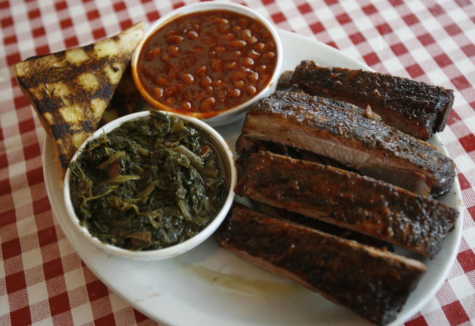 A barbecue dinner at Kentucky Greg's in Depew. (Robert Kirkham/Buffalo News)