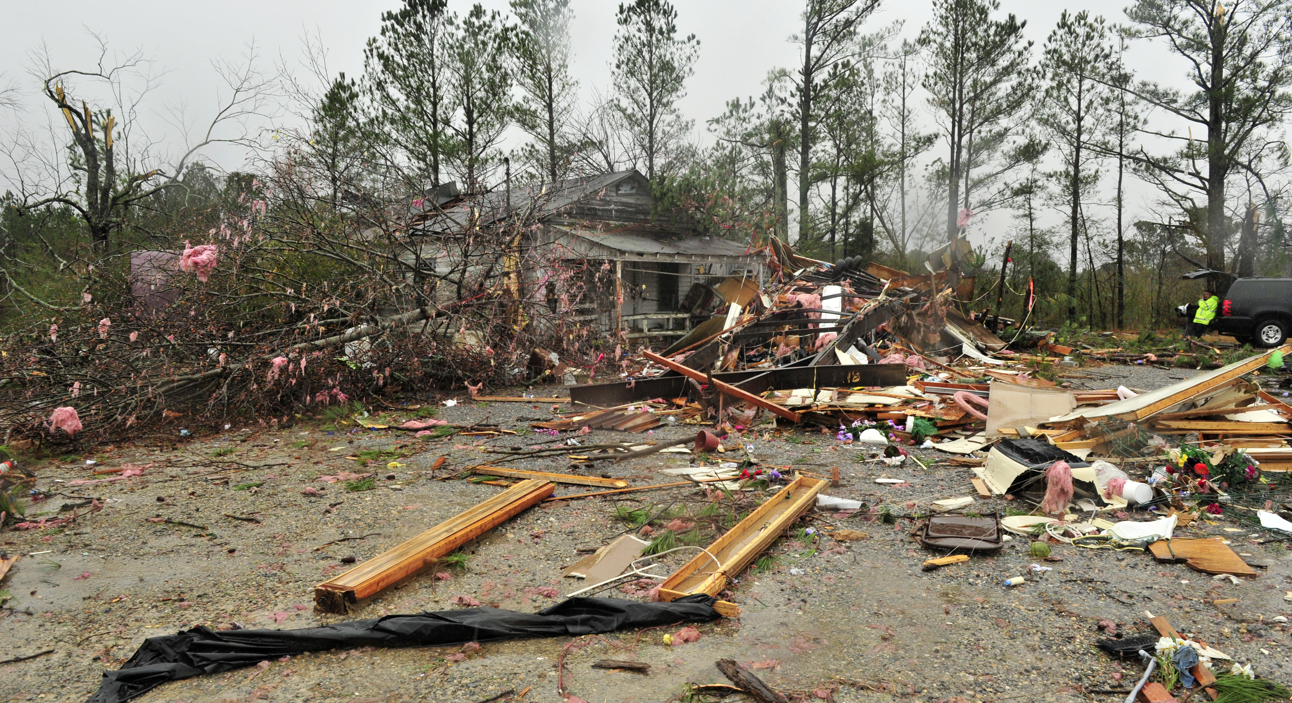 Three people were killed and one critically injured in this mobile home as a tornado swept through the small Sand Mountain town on Nov. 30 in Rosalie, Alabama. (Eric Schultz/Getty Images)