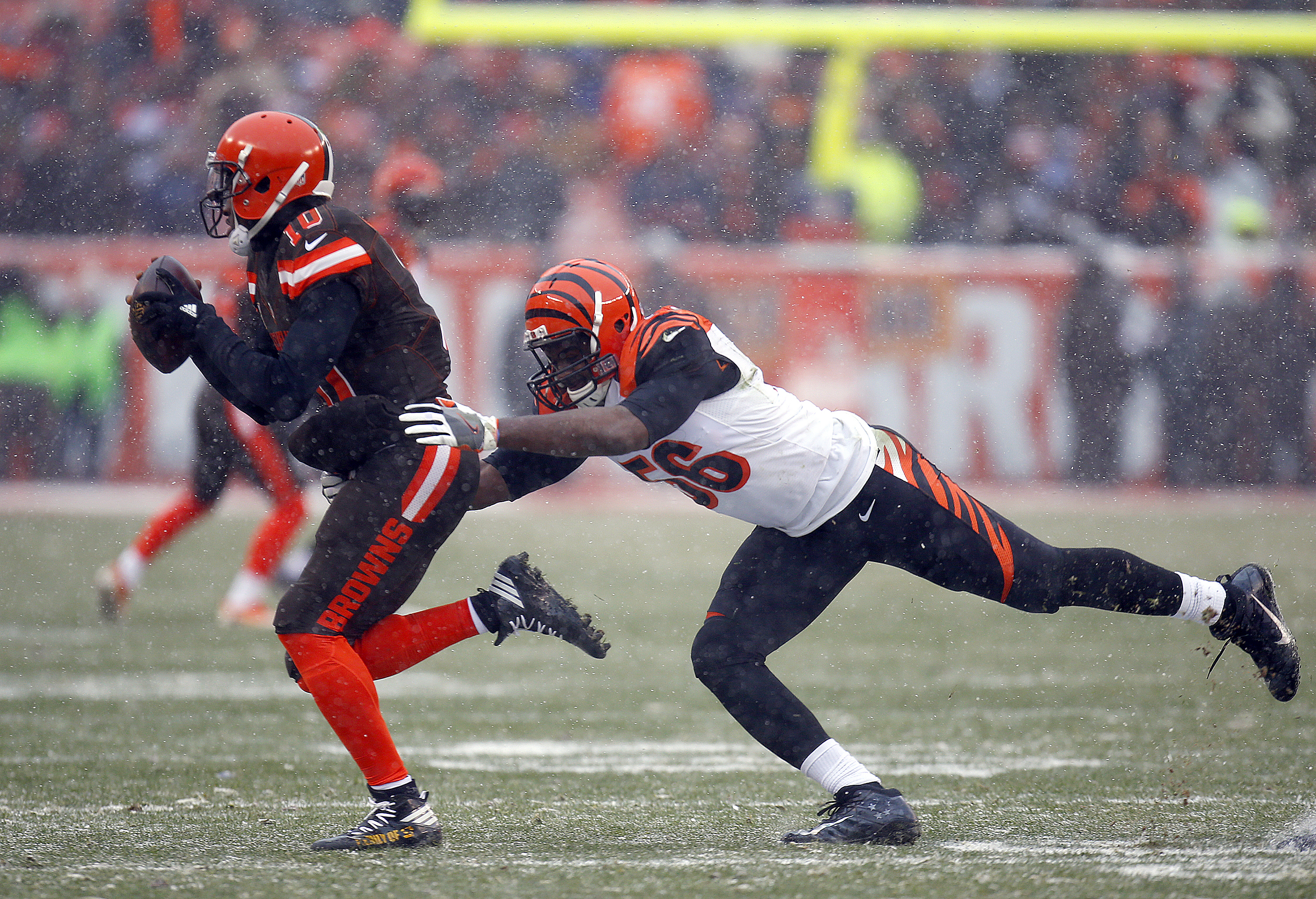 Karlos Dansby of the Bengals chases down Browns quarterback Robert Griffin III during last week's game in Cleveland.