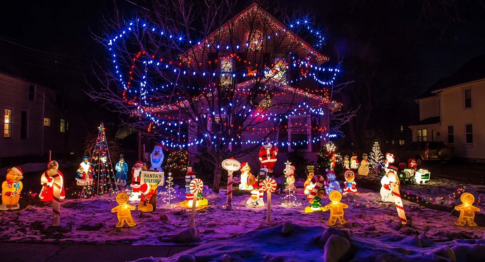 This Hamburg home does the holiday lights right. A new ABC show makes the tradition into a competition. (Buffalo News file photo)
