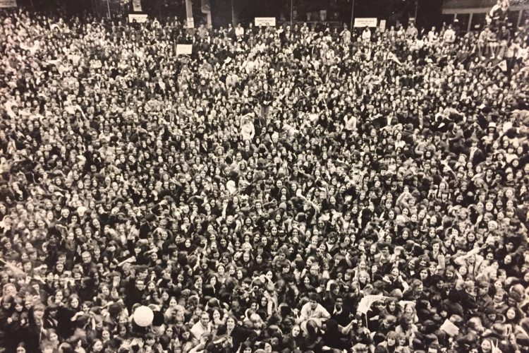 Crowd-sourcing: 5,000 people said 'Thank You, Sabres' in 1973