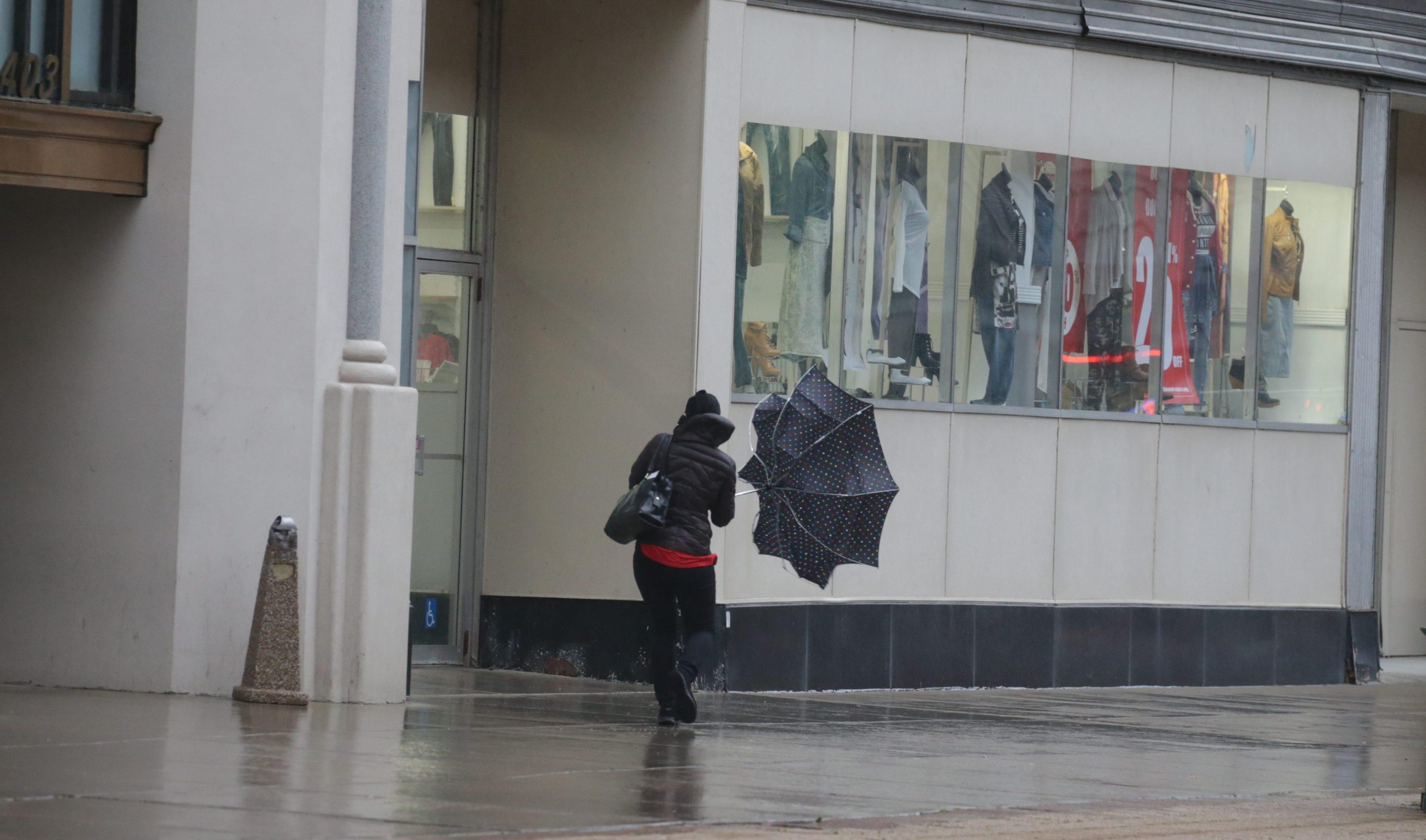 A high wind advisory goes into effect at 1 p.m. today. (John Hickey/Buffalo News)