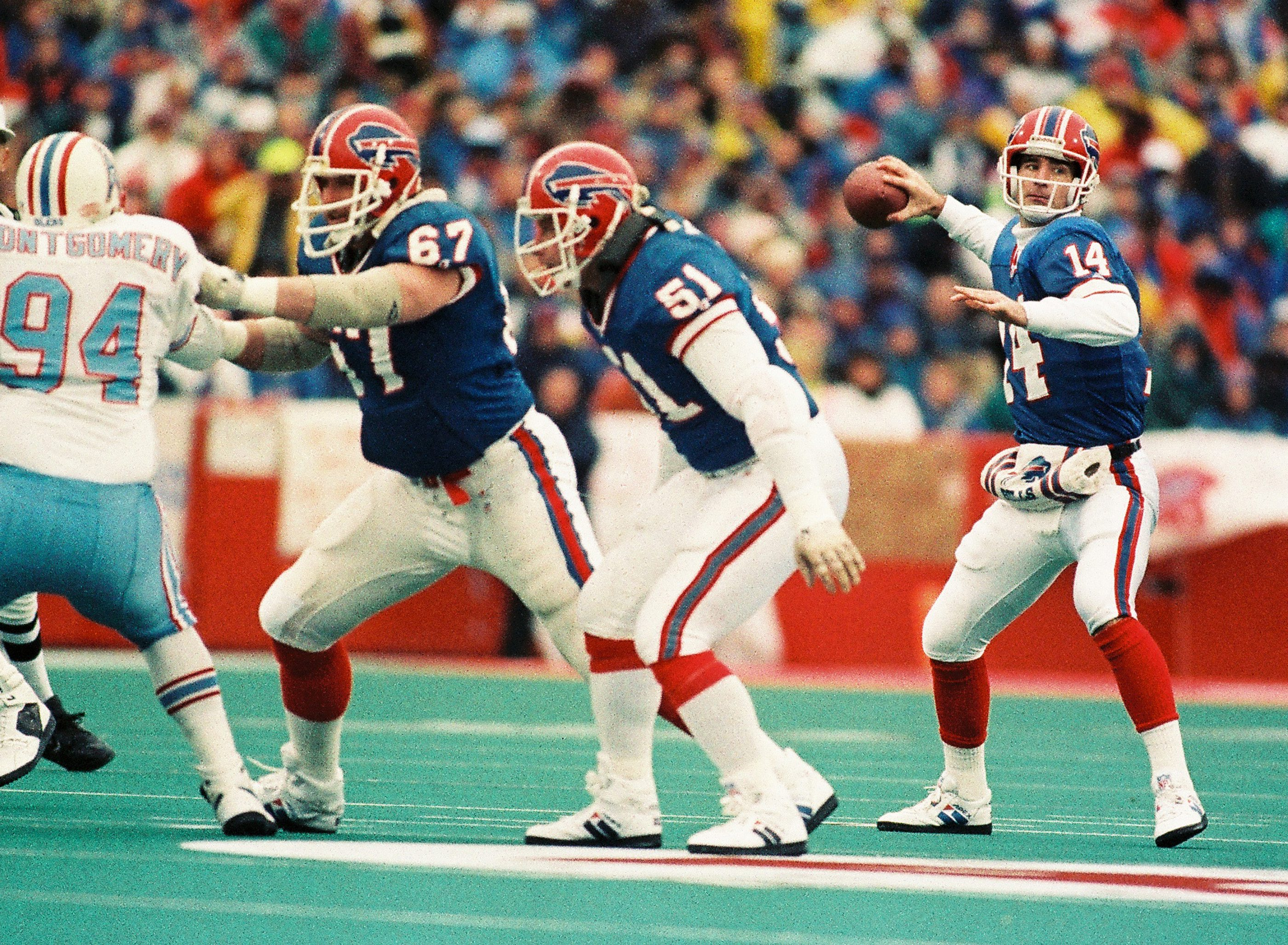 Bills quarterback Frank Reich throws a pass in the fourth quarter in the comeback victory against the Houston Oilers. (James P. McCoy/Buffalo News)