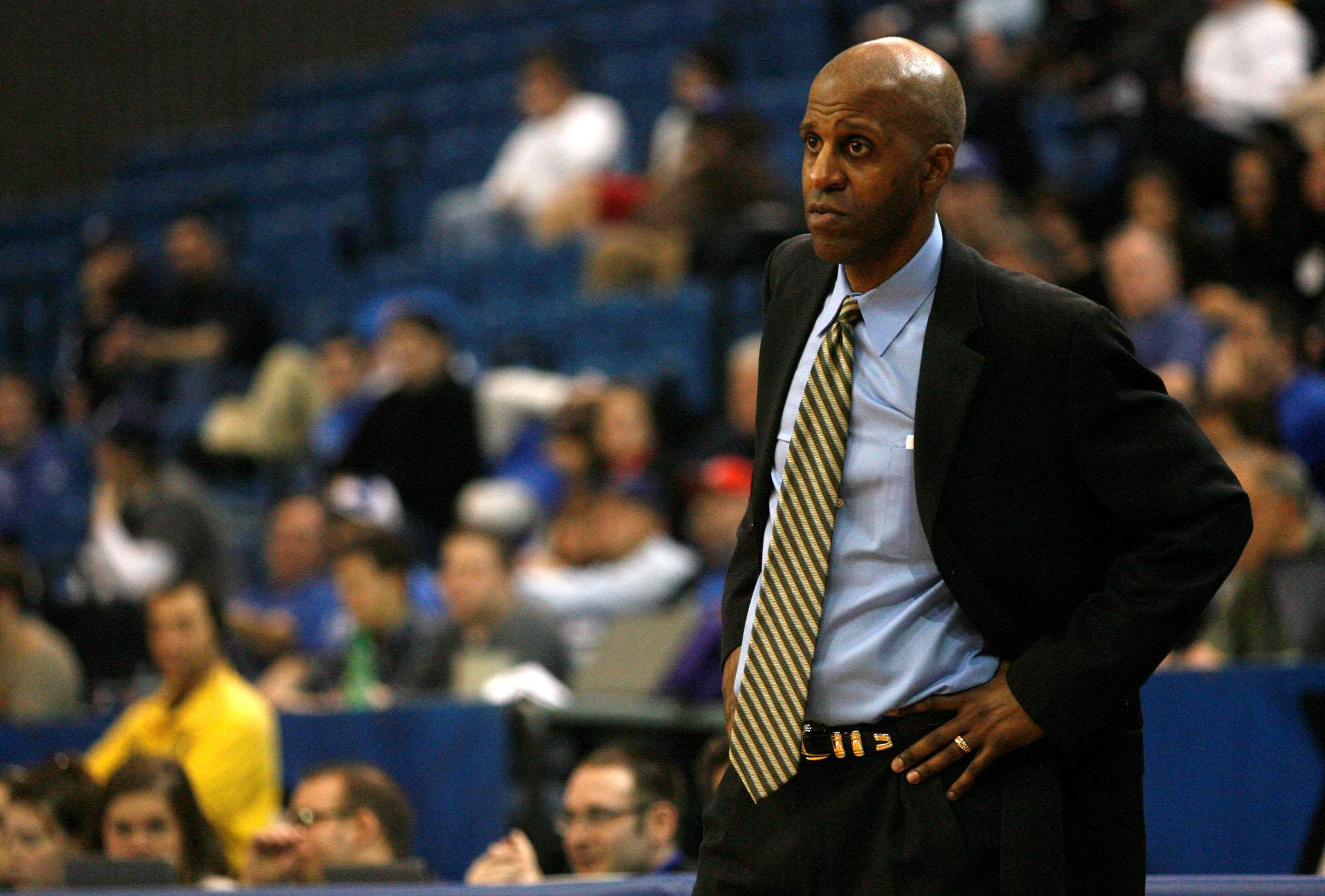 Canisius coach Reggie Witherspoon. (News file photo)