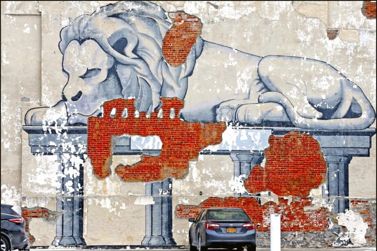 Despite cracks, Buffalo's lion mural still roars