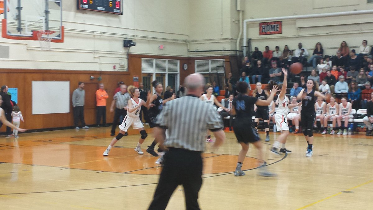Williamsville South and Amherst girls basketball kicked off the Battle of Main Street hoops doubleheader Friday night.